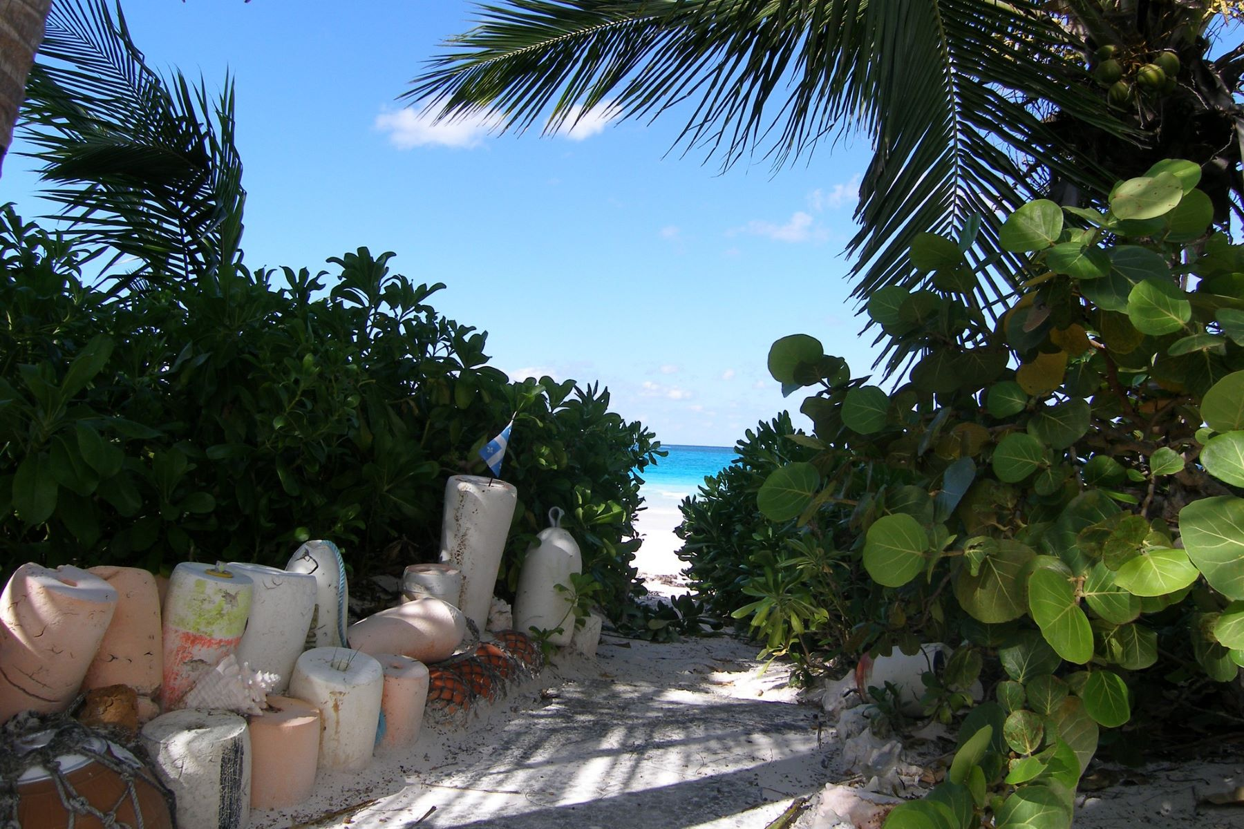 Additional photo for property listing at Mon Soleil French Leave Beach, Governors Harbour, Eleuthera Bahamas