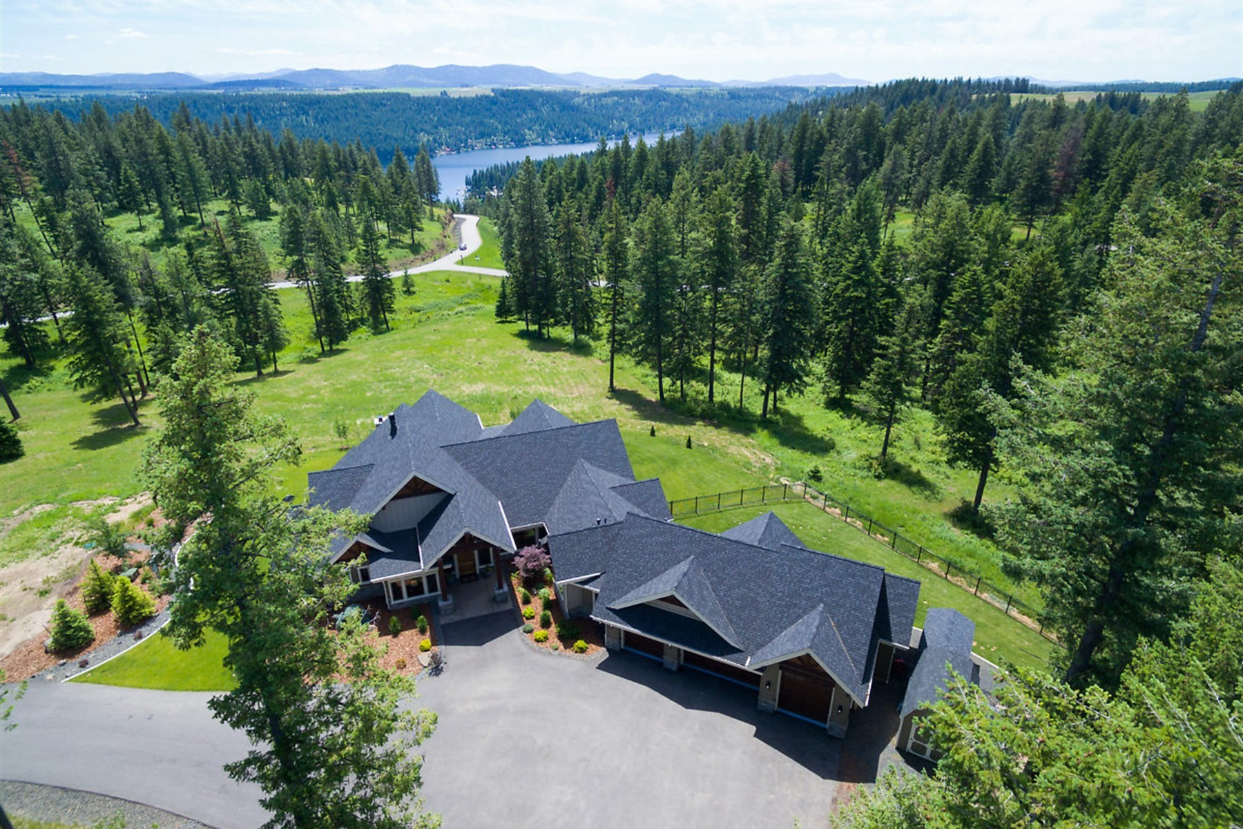 Single Family Homes للـ Sale في Prestigious Home on Acreage 19769 S Cordillera, Worley, Idaho 83876 United States