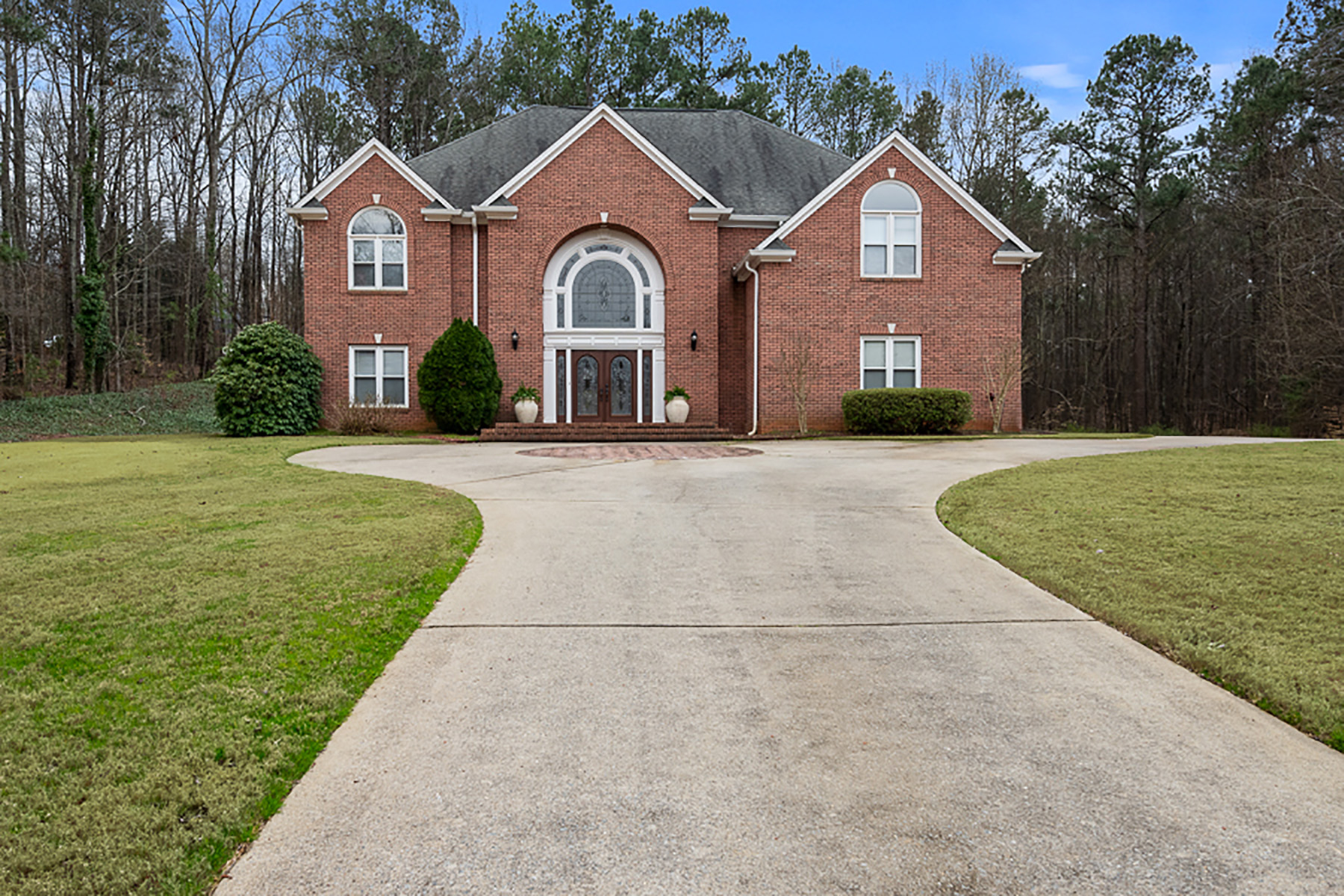 Single Family Homes for Sale at A Grand Home in an Immaculate Community 5203 Old Mountain Court Powder Springs, Georgia 30127 United States