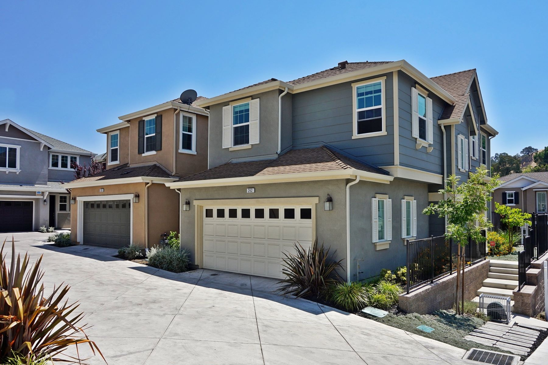 Single Family Home for Sale at Modern Martinez Beauty 262 Ladybug Lane Martinez, California 94553 United States