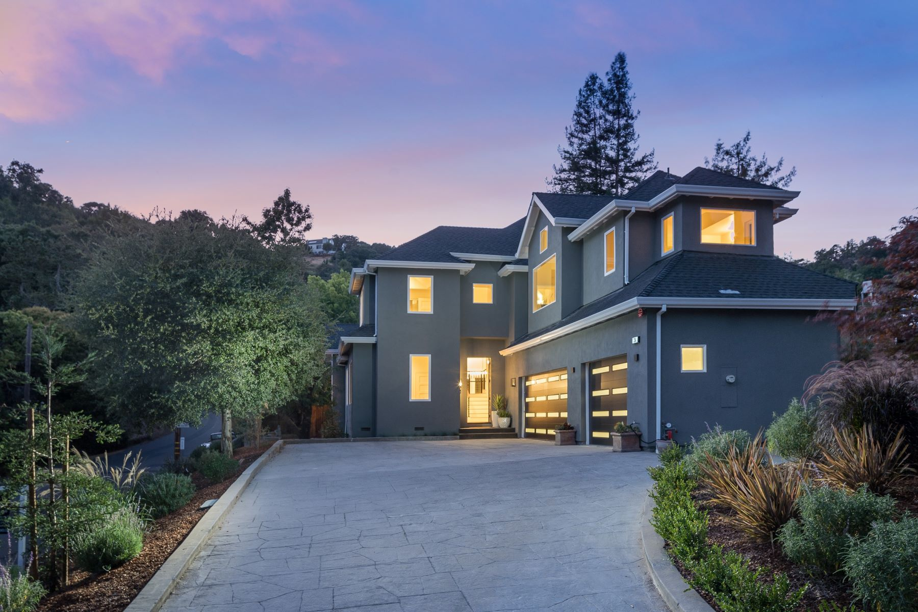Single Family Homes for Sale at Stunning Sleepy Hollow Home 30 Oak Knoll Drive San Anselmo, California 94960 United States