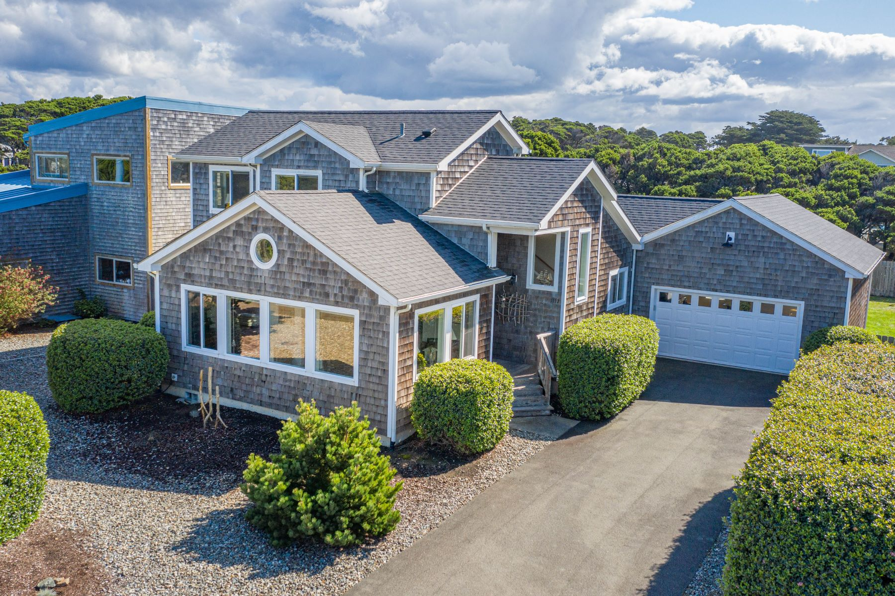 Single Family Homes pour l Vente à Impeccable Beach Get-Away 1137 7th Street SW, Bandon, Oregon 97411 États-Unis