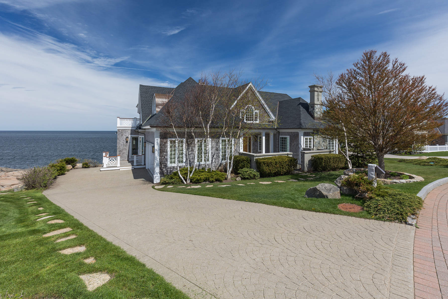 Maison unifamiliale pour l Vente à Grand Oceanfront Home at Lighthouse Watch 4 Lighthouse Watch York, Maine 03909 États-Unis
