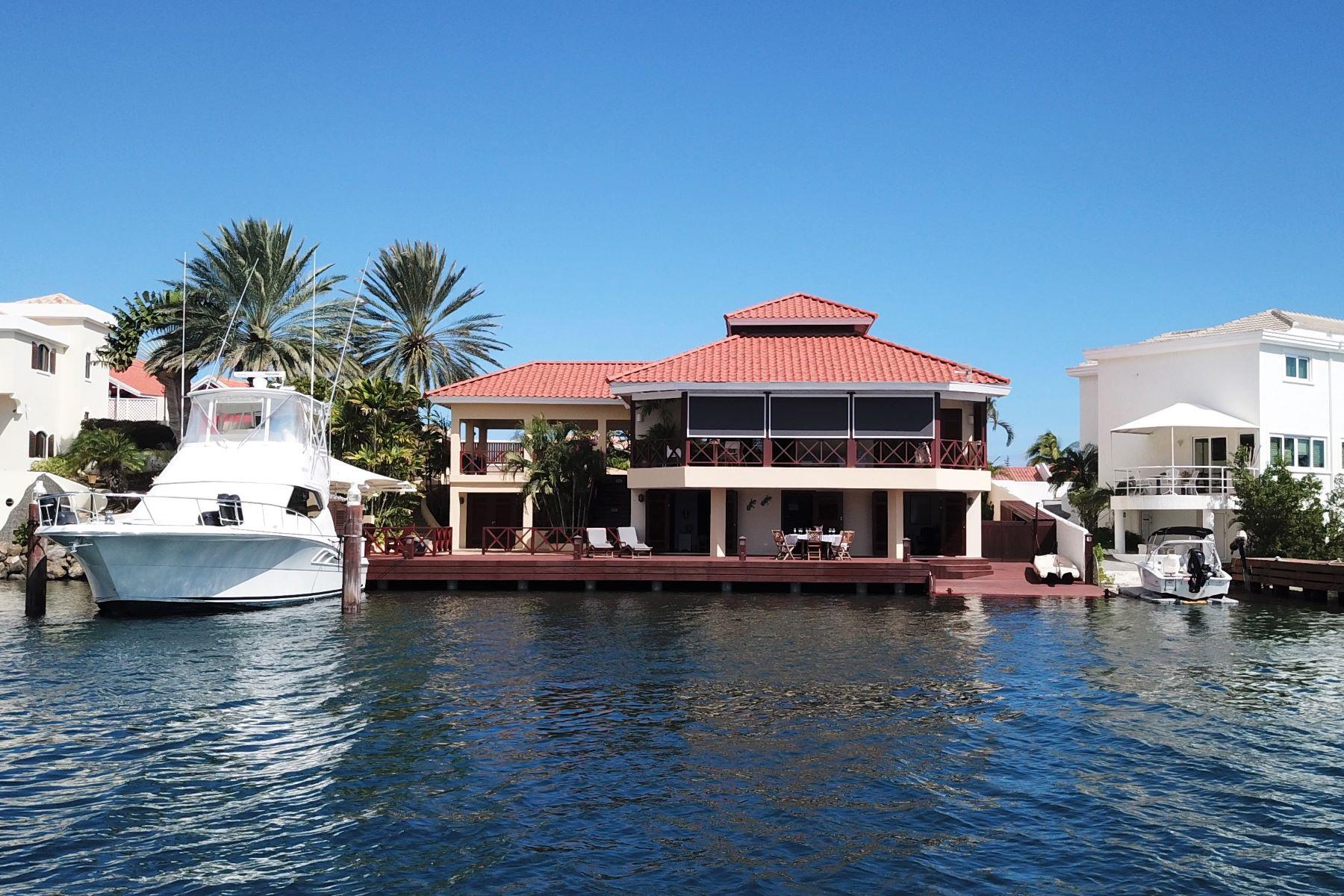 Single Family Homes por un Venta en Jan Sofat Waterfront Villa W1E Willemstad, Curacao