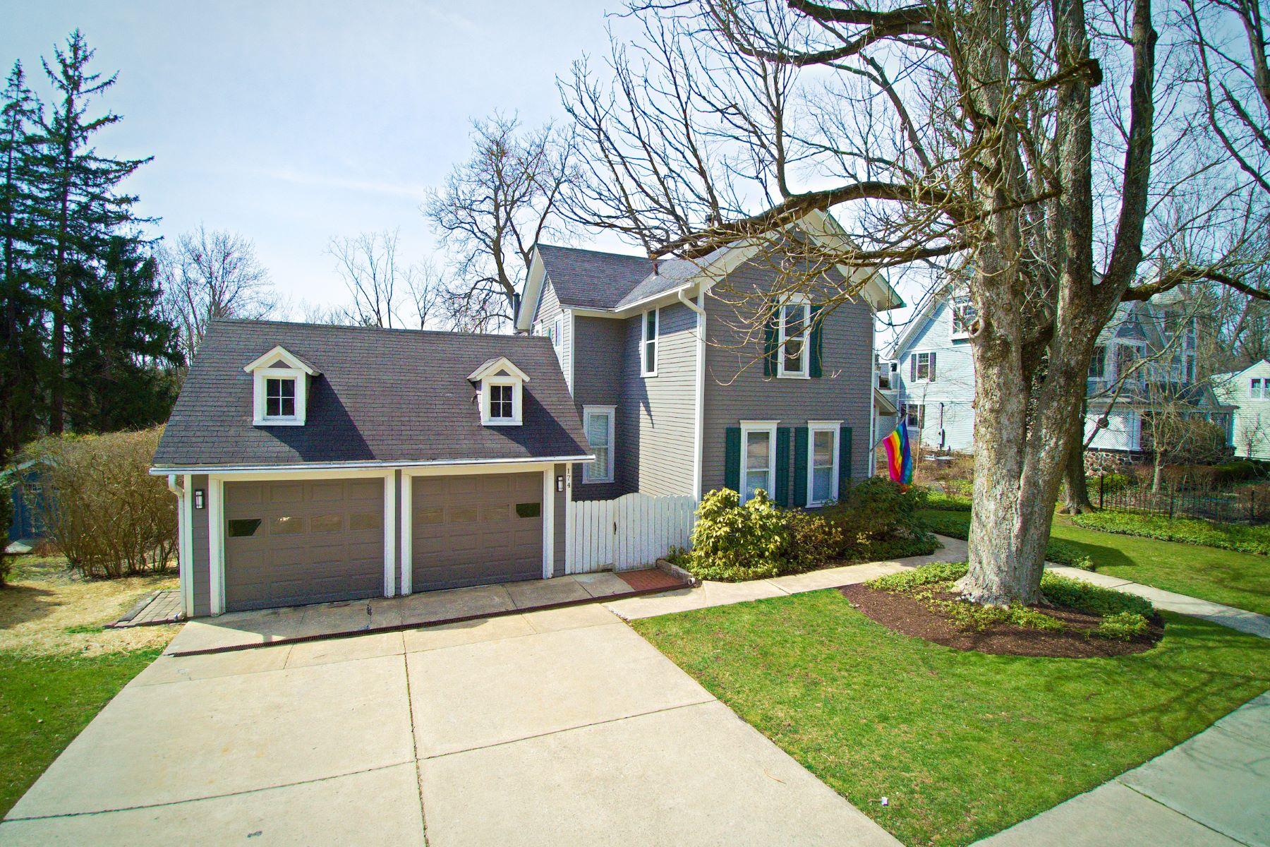 Single Family Homes por un Venta en 174 South Main Street Chagrin Falls, Ohio 44022 Estados Unidos