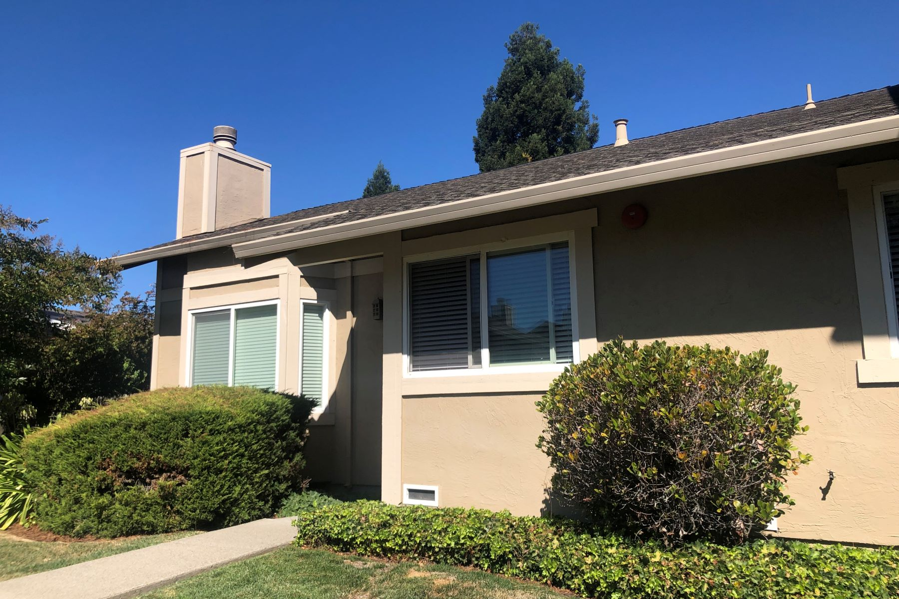 townhouses for Sale at 600 Sartori Drive Petaluma, California 94954 United States
