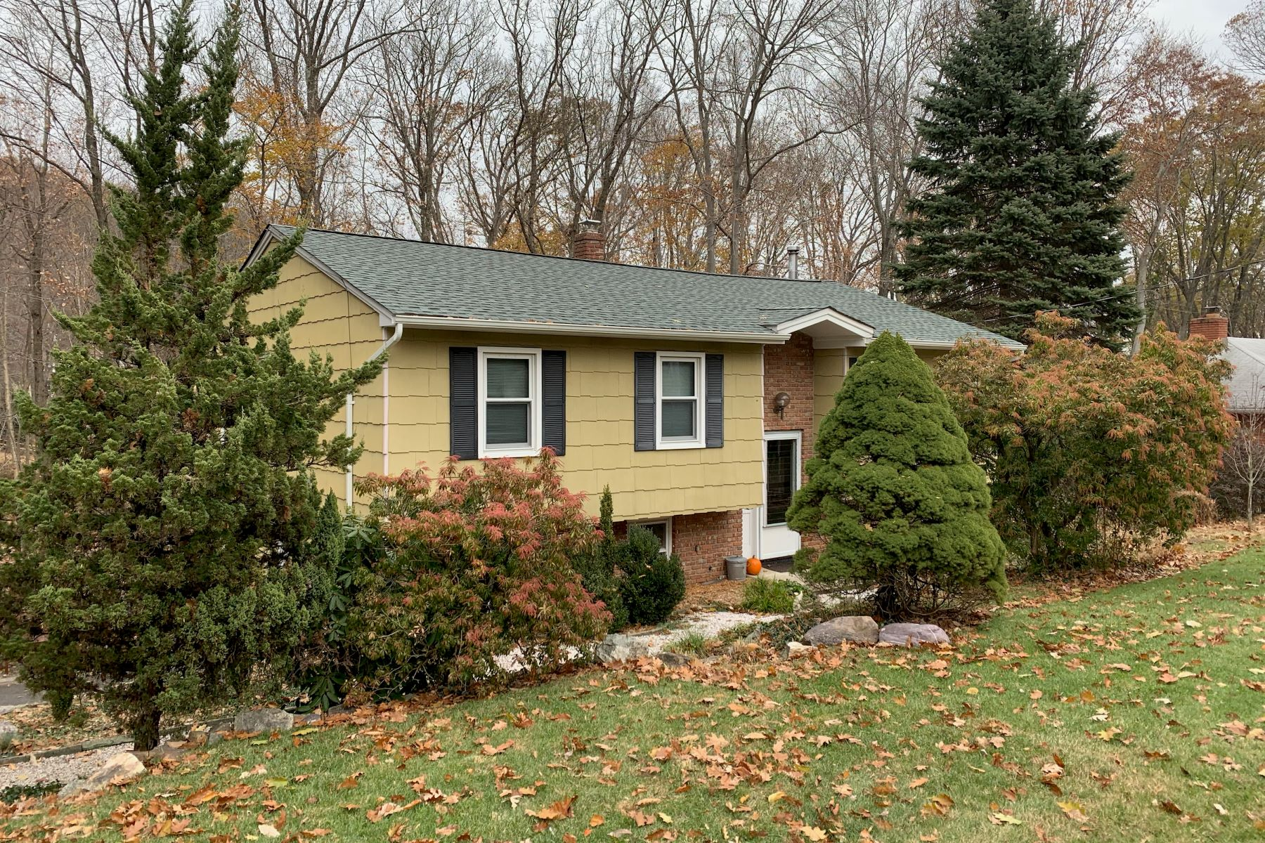 Single Family Homes for Sale at Private Oasis 43 Northview Drive Morris Plains, New Jersey 07950 United States
