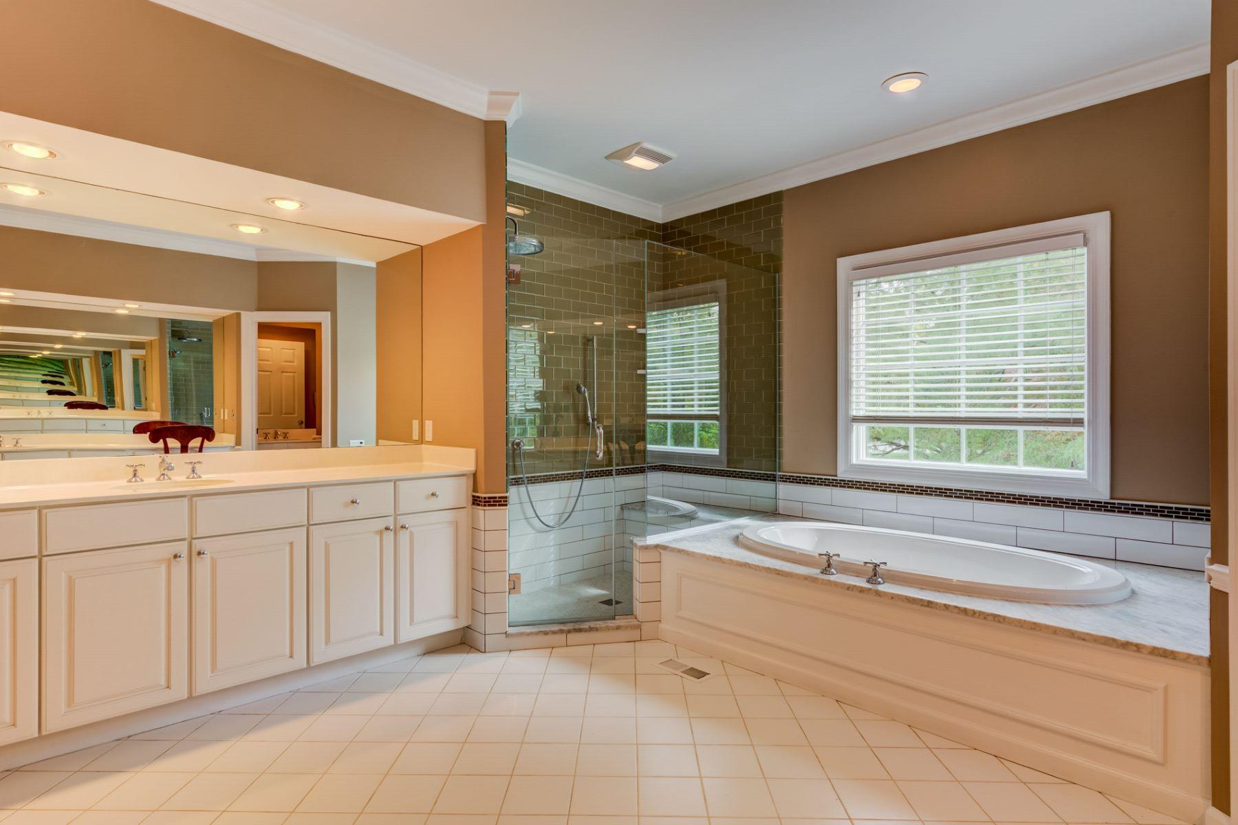 Additional photo for property listing at Steeplechase Lane 476 Steeplechase Lane Frontenac, Missouri 63131 United States