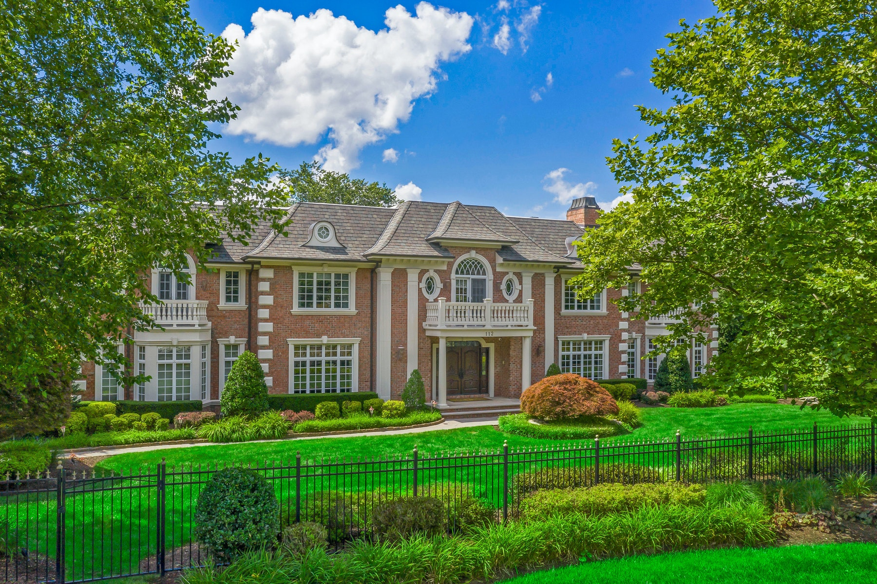 Single Family Homes のために 売買 アット Tree Lined Cul-de-sac 112 Garden Ct, Franklin Lakes, ニュージャージー 07417 アメリカ