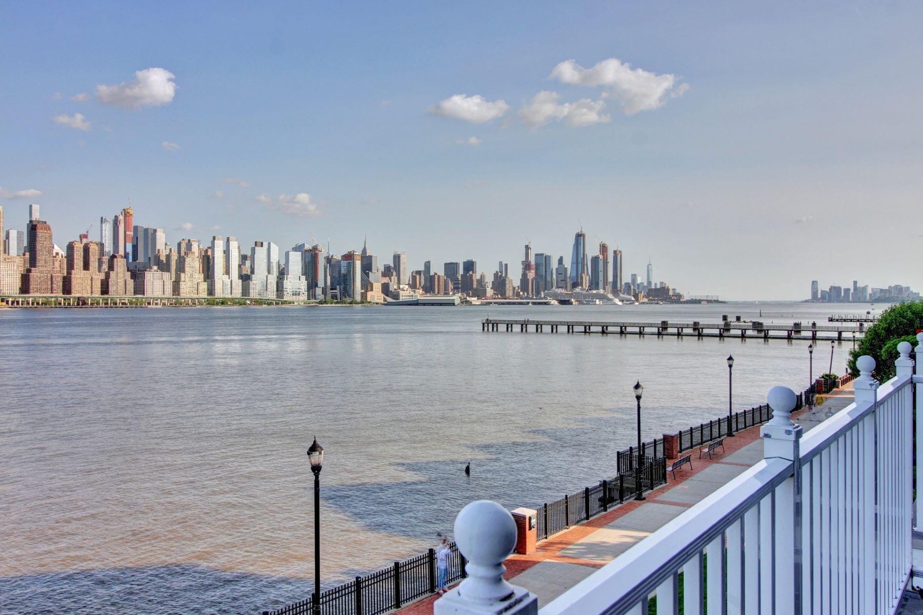 Кондоминиум для того Продажа на Embrace the stunning unobstructed NYC View 19 Lydia Drive, Guttenberg, Нью-Джерси 07093 Соединенные Штаты