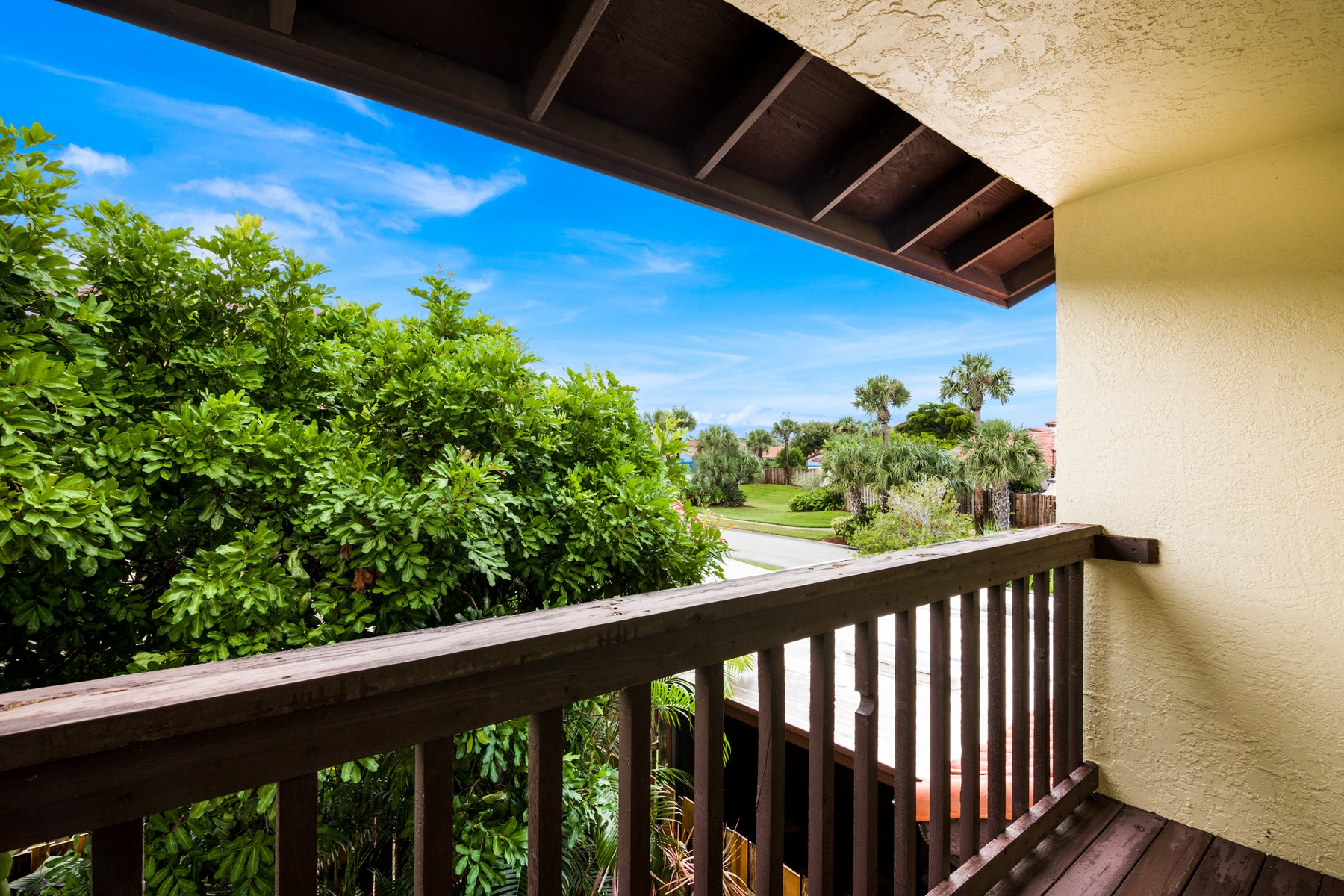 Additional photo for property listing at Remarkable Town Home Nestled in Gated Community 3322 Wind Surf Way Melbourne Beach, Florida 32951 United States