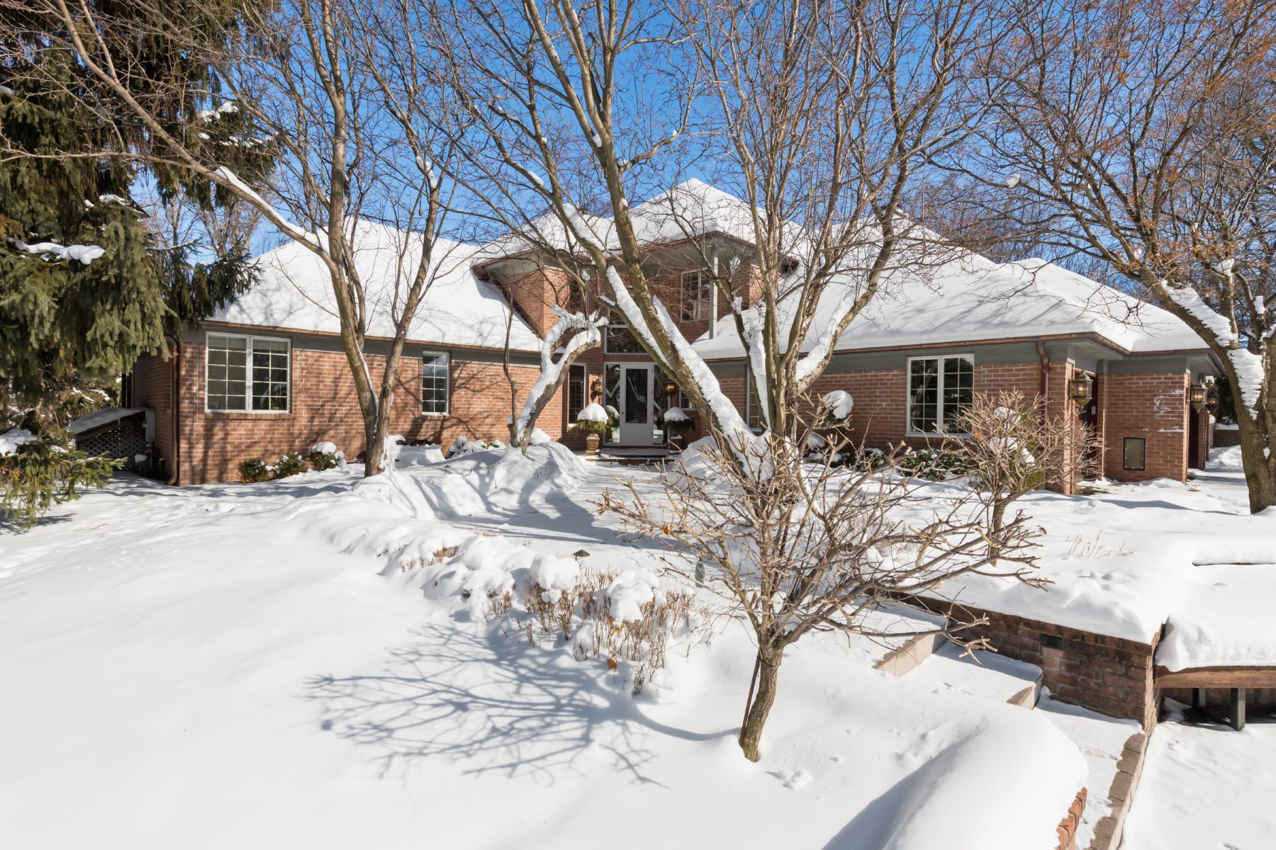 Single Family Homes 为 销售 在 1370 French Creek Dr 奥洛诺, 明尼苏达州 55391 美国