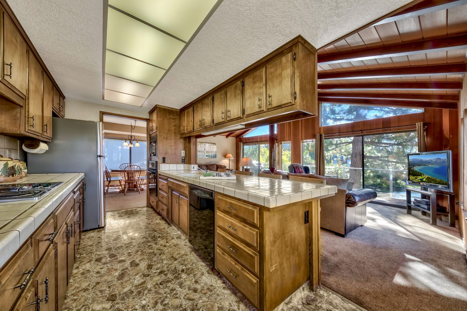 Additional photo for property listing at 1927 Marconi Way , South Lake Tahoe, CA 96150 1927 Marconi Way 南太浩湖, 加利福尼亚州 96150 美国