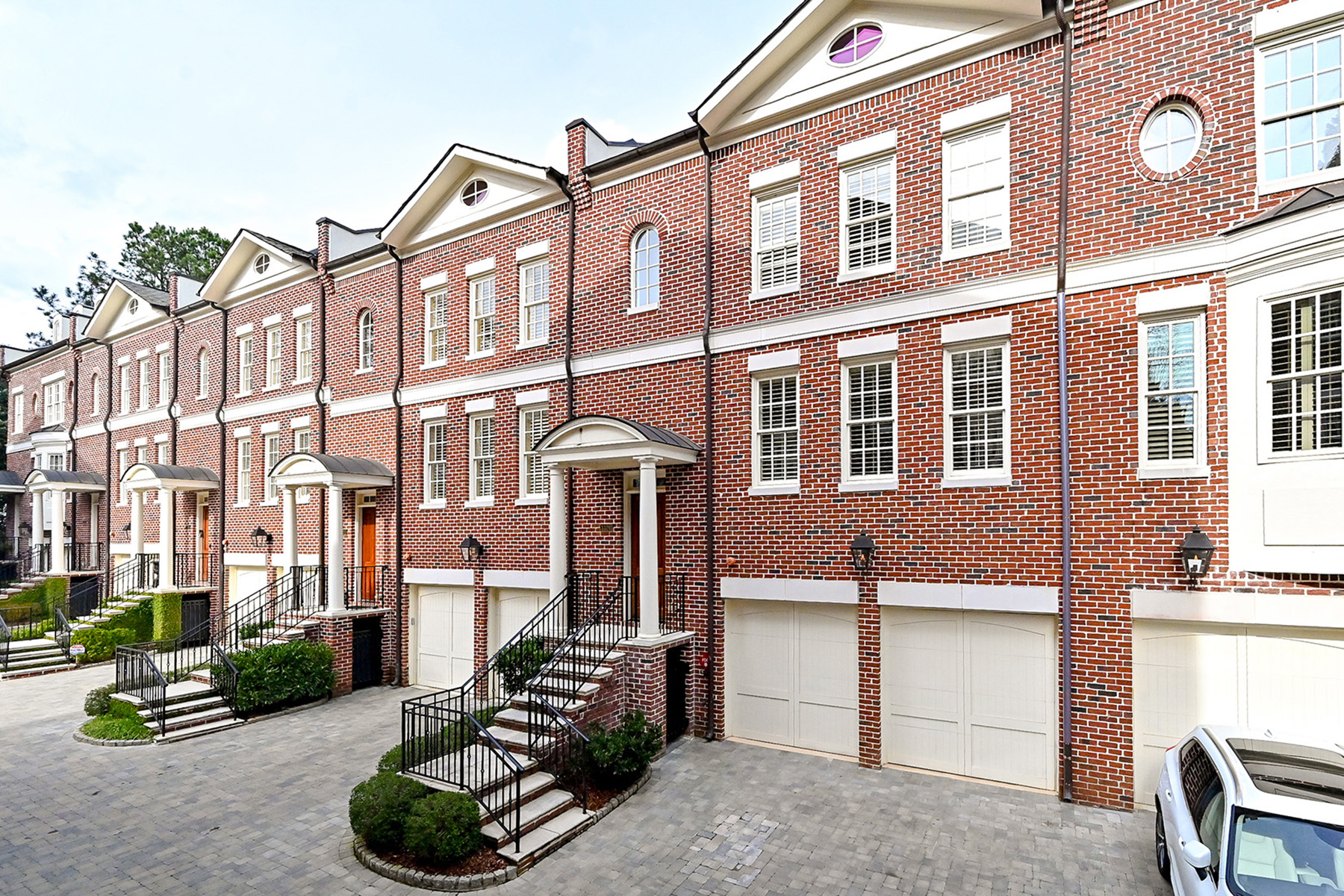 townhouses for Sale at Sophisticated Vinings Townhome 3326 Paces Ferry Avenue SE Atlanta, Georgia 30339 United States