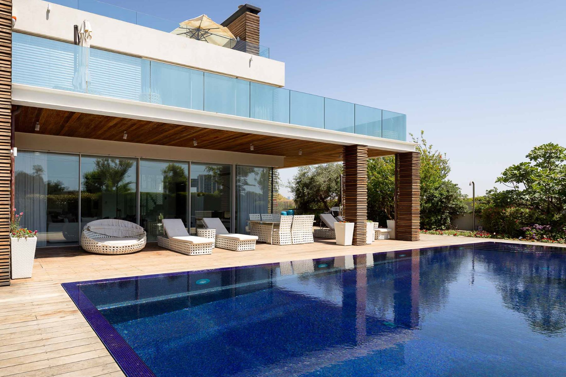 Additional photo for property listing at Extraordinary  Modern Villa Sea Front  Herzliya Pituach, Israel 3088900 Israël