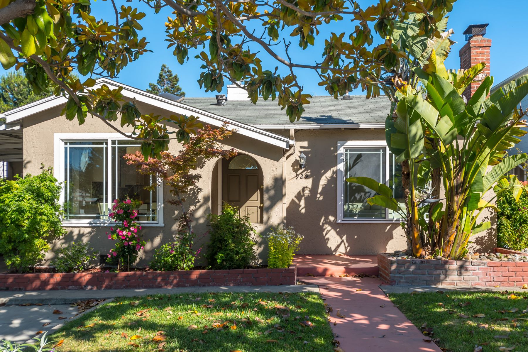獨棟家庭住宅 為 出售 在 929 Holly St San Carlos, 加利福尼亞州 94070 美國