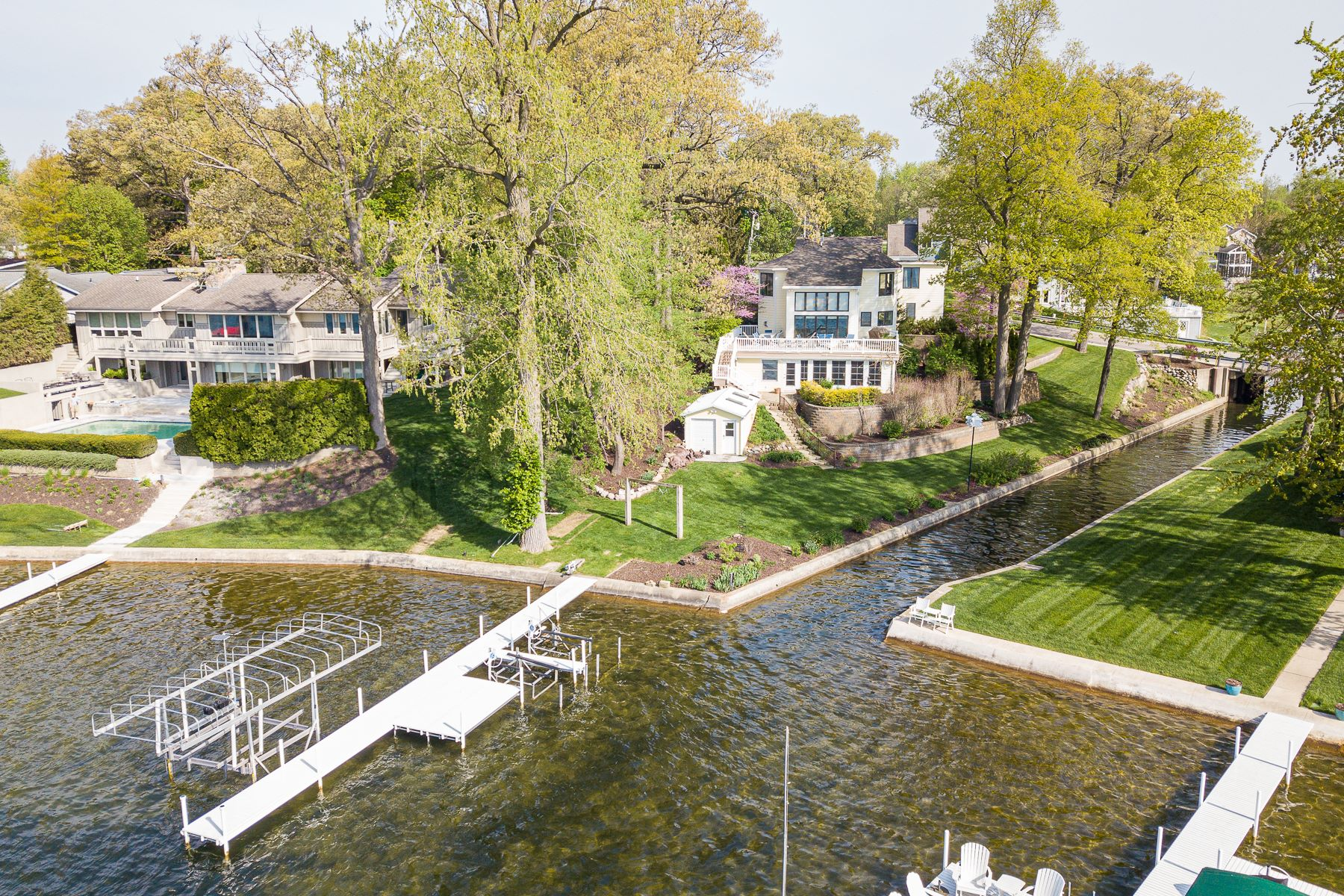 single family homes for Active at Gorgeous Views on Syracuse Lake 741 E Northshore Drive Syracuse, Indiana 46567 United States