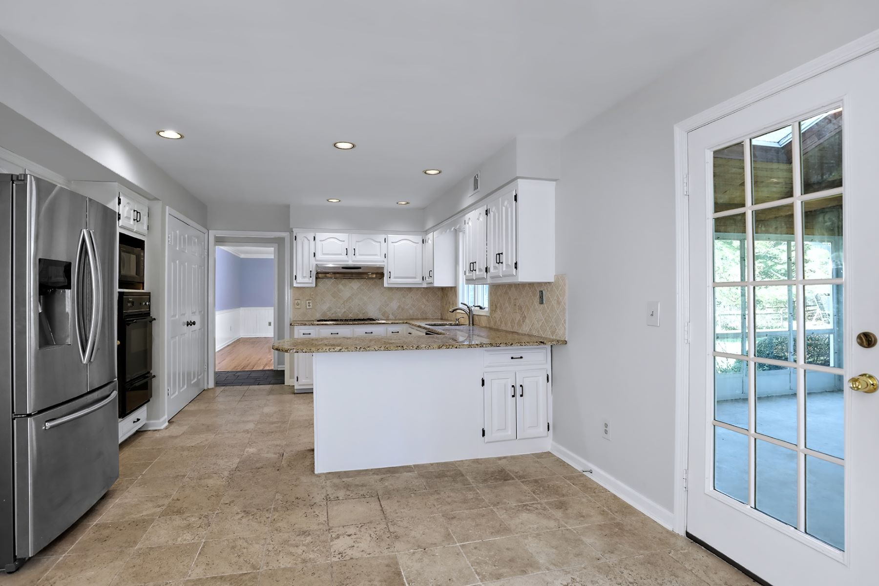 Additional photo for property listing at Shadow Oaks Enclave Enfolds Graceful Colonial 35 Washington Drive, Cranbury, New Jersey 08512 United States