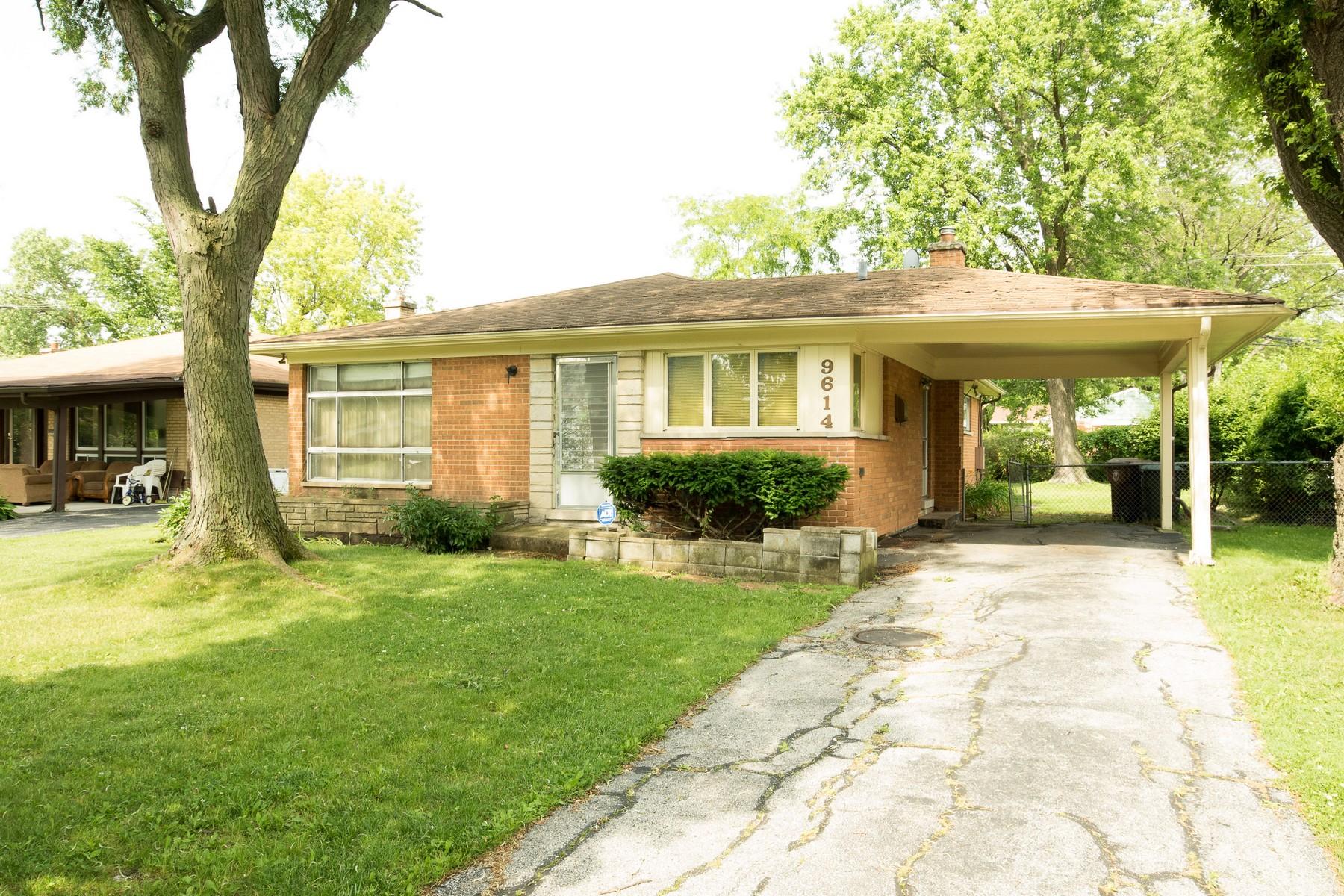 Casa para uma família para Venda às Spacious Brick Ranch 9614 Karlov Avenue Skokie, Illinois, 60076 Estados Unidos