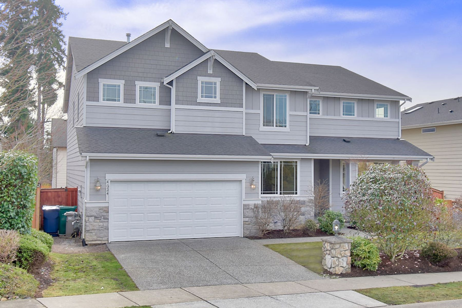 Single Family Homes 용 매매 에 Inviting Bellmont Crossing Craftsman 4024 216th Place SE Bothell, 워싱톤 98021 미국