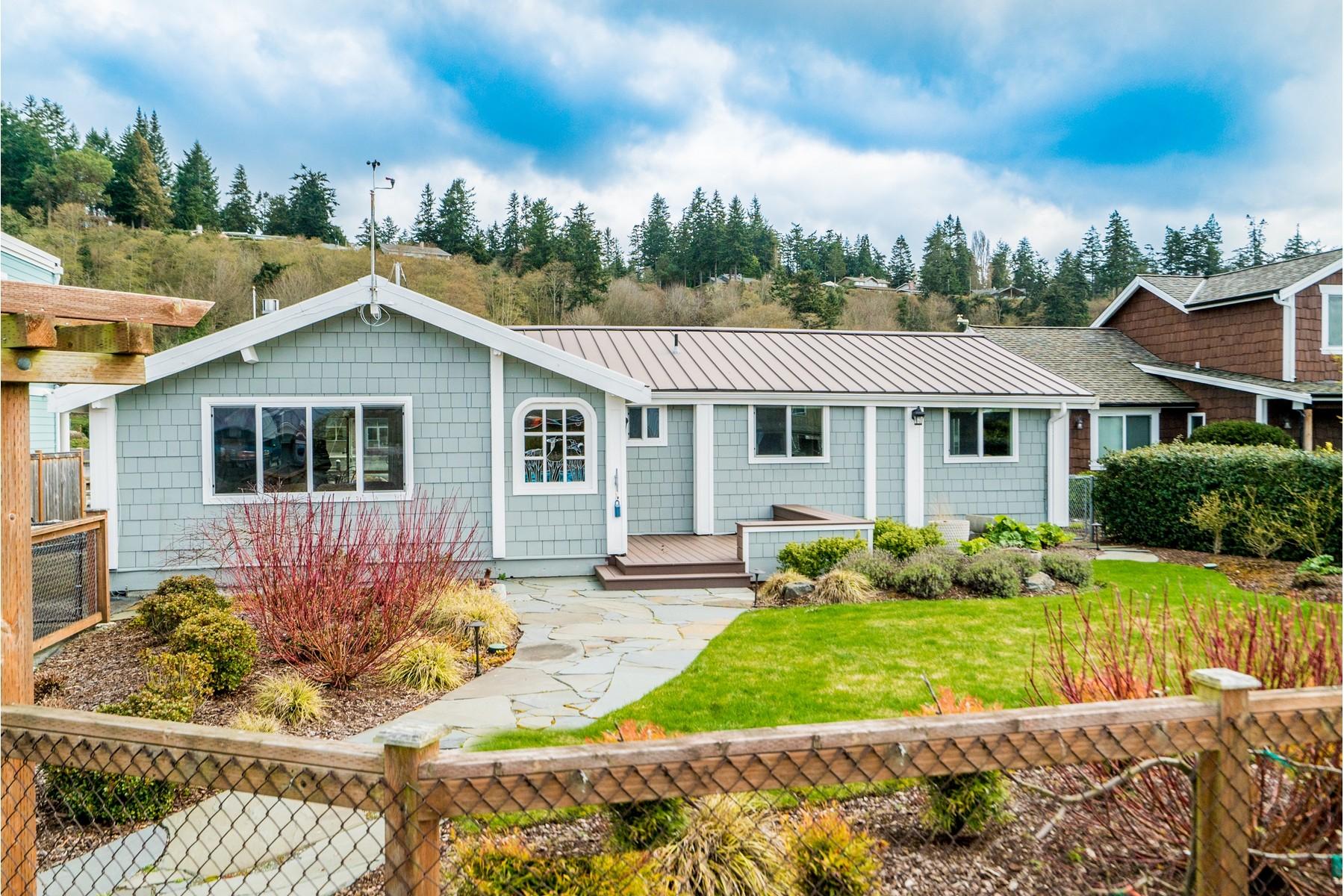Casa Unifamiliar por un Venta en Lagoon Point Waterfront cabin 3725 Steelhead Dr Greenbank, Washington, 98253 Estados Unidos