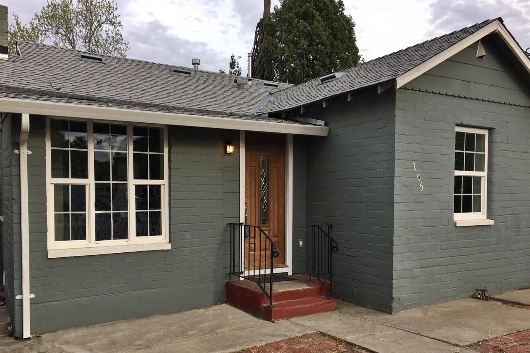 Частный односемейный дом для того Продажа на Two Units On One Property 205 Franklin Avenue Bay Point, Калифорния 94565 Соединенные Штаты