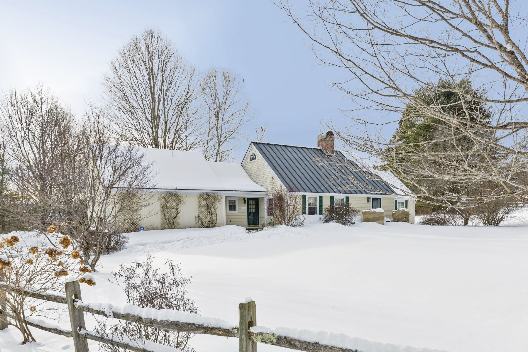 Single Family Homes for Sale at 710 Meadowland Farms Road, Hartford 710 Meadowland Farms Rd Hartford, Vermont 05059 United States