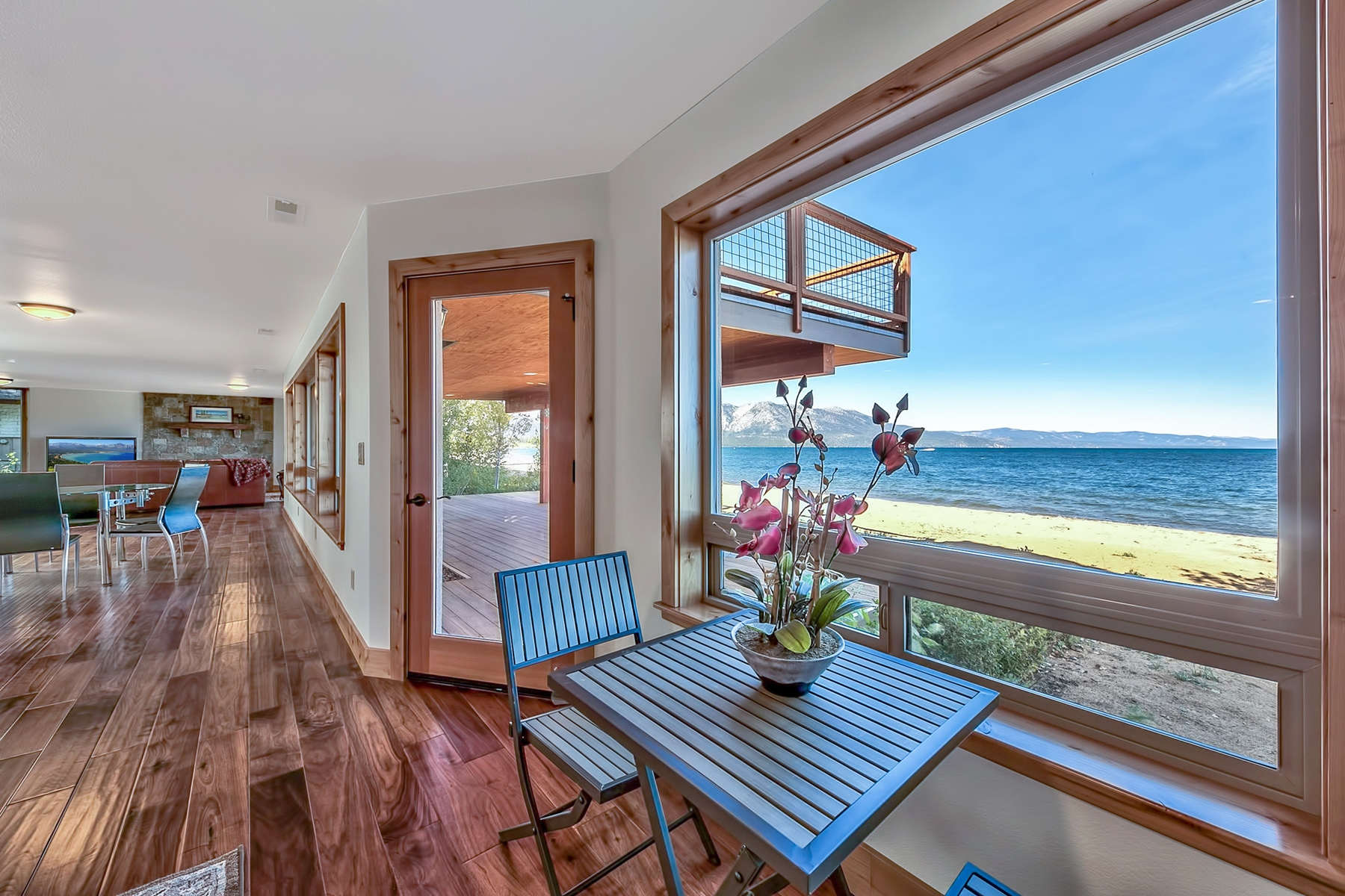 Single Family Homes por un Venta en 319 Beach Drive South Lake Tahoe California, 96150 319 Beach Drive South Lake Tahoe, California 96150 Estados Unidos
