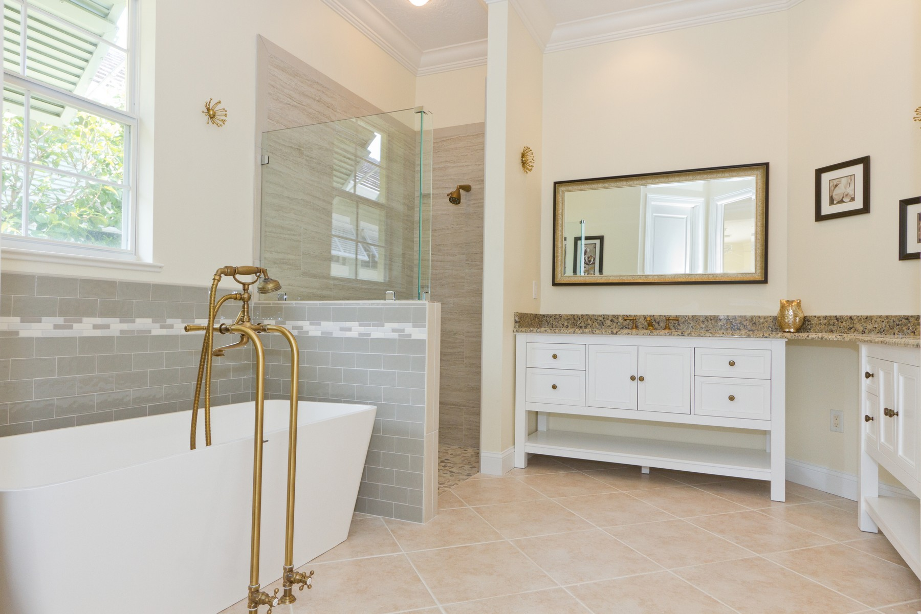 Additional photo for property listing at West Indies Lakefront Beauty 9170 Seasons Terrace Vero Beach, Florida 32963 United States