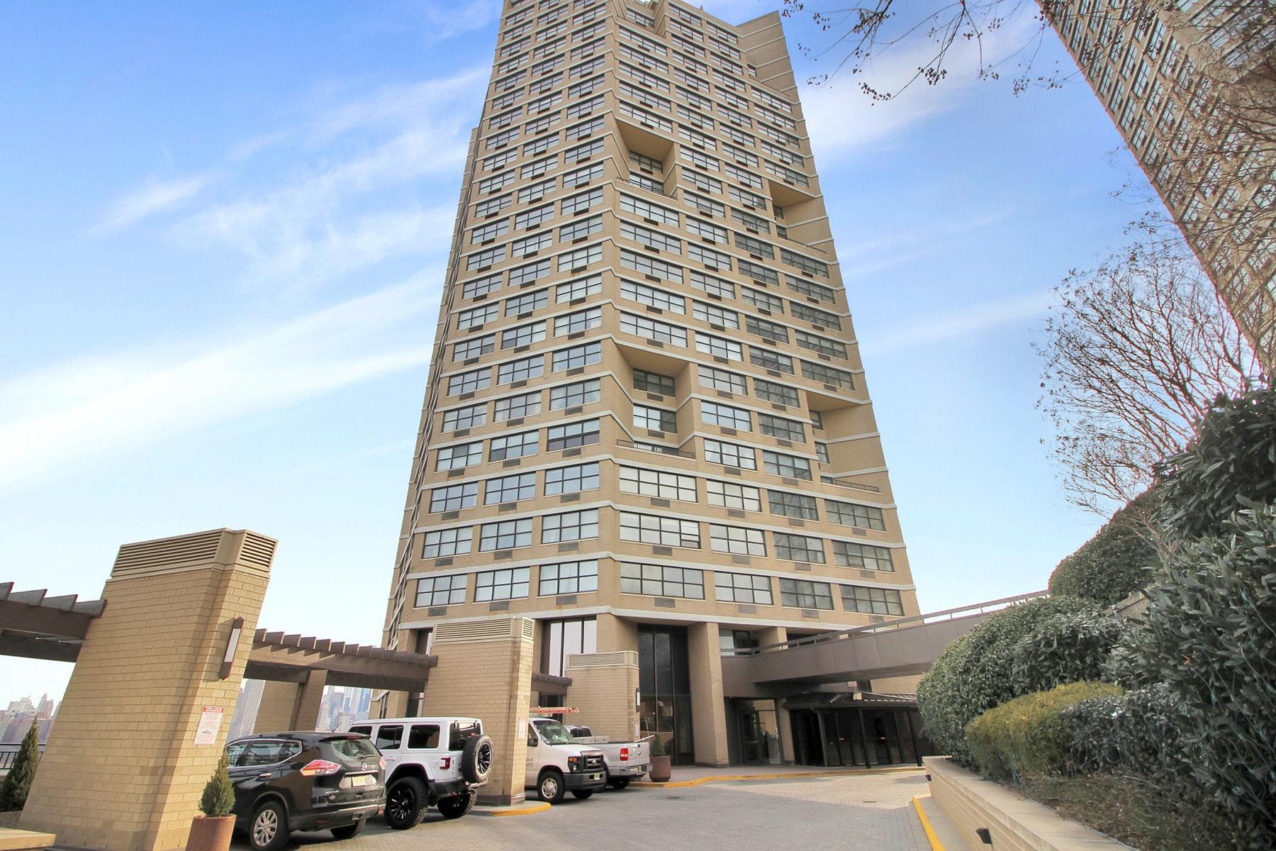 Condominiums para Venda às The Galaxy 7002 Boulevard East #24E, Guttenberg, Nova Jersey 07093 Estados Unidos