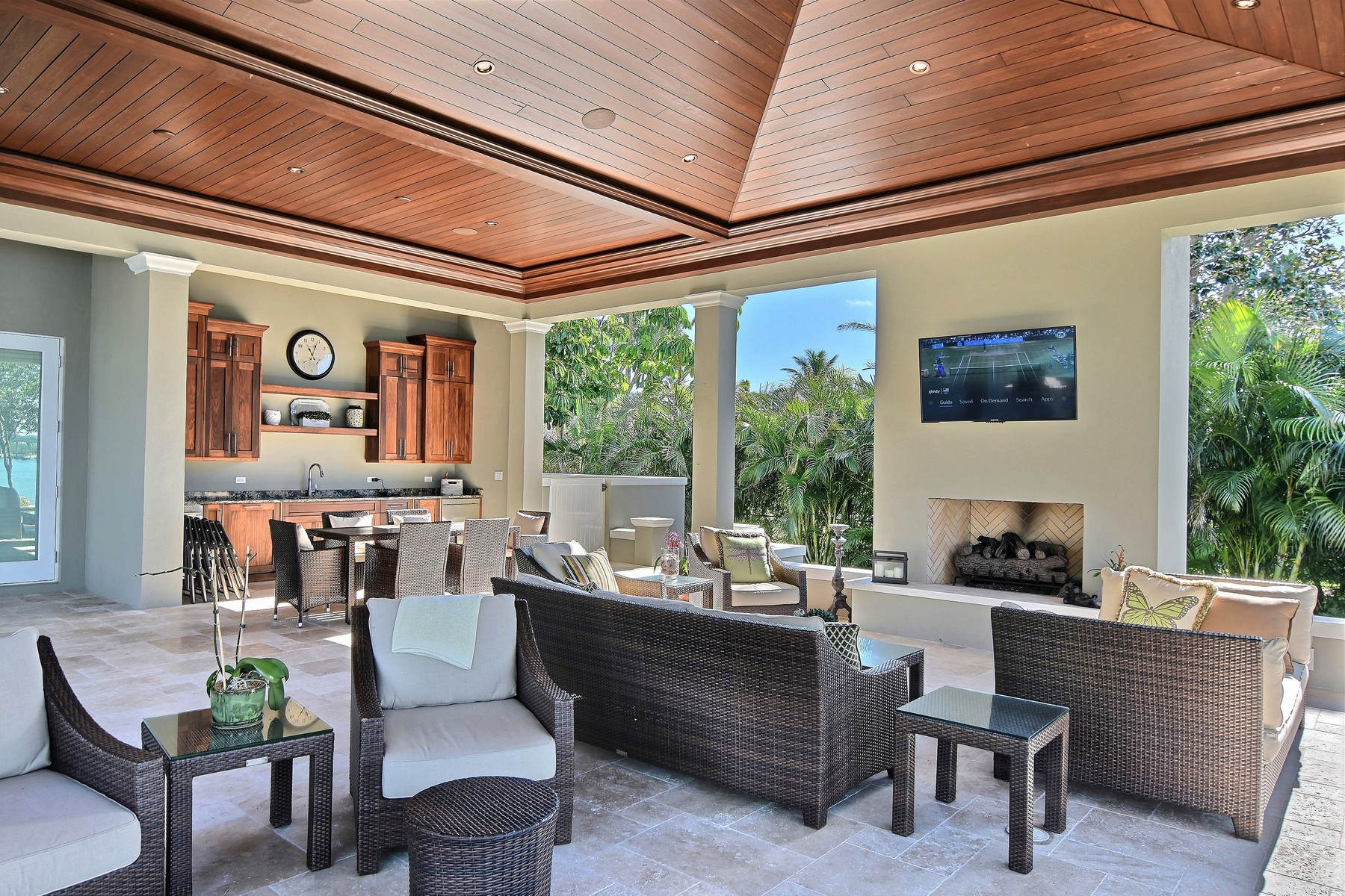 Additional photo for property listing at Inarguably the Finest Riverfront Estate in Vero Beach 665 Lake Drive Vero Beach, Florida 32963 United States