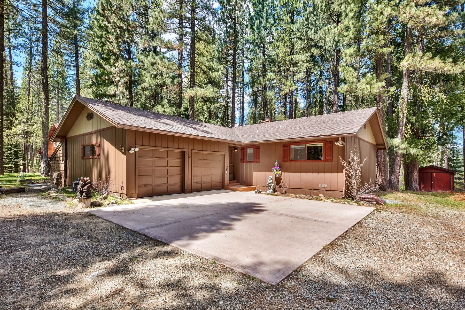 Single Family Homes for Active at Beautiful move-in ready home 13 Cedar Lane Blairsden, California 96103 United States
