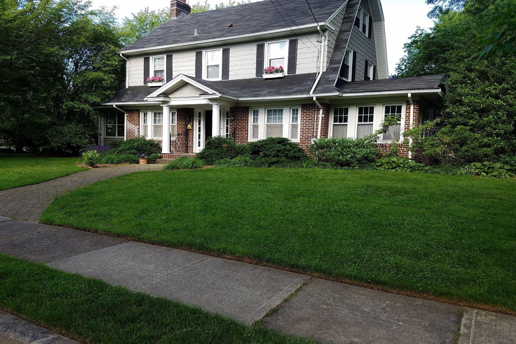Частный односемейный дом для того Продажа на A Classic Glen Rock Home. 29 Tonawanda Road Glen Rock, Нью-Джерси 07452 Соединенные Штаты