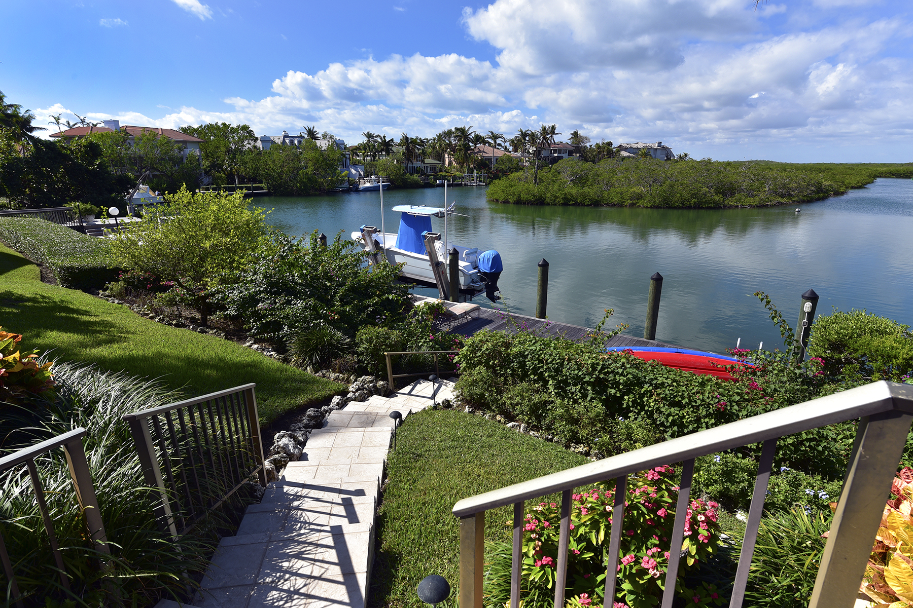 Additional photo for property listing at Spacious Waterfront Home at Ocean Reef 22 Sunrise Cay Drive Key Largo, Florida 33037 États-Unis