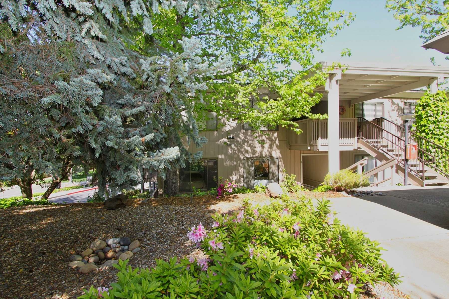 Condominio por un Venta en New Beginnings In Rossmoor 1201 Fairlawn Court #2 Walnut Creek, California 94595 Estados Unidos