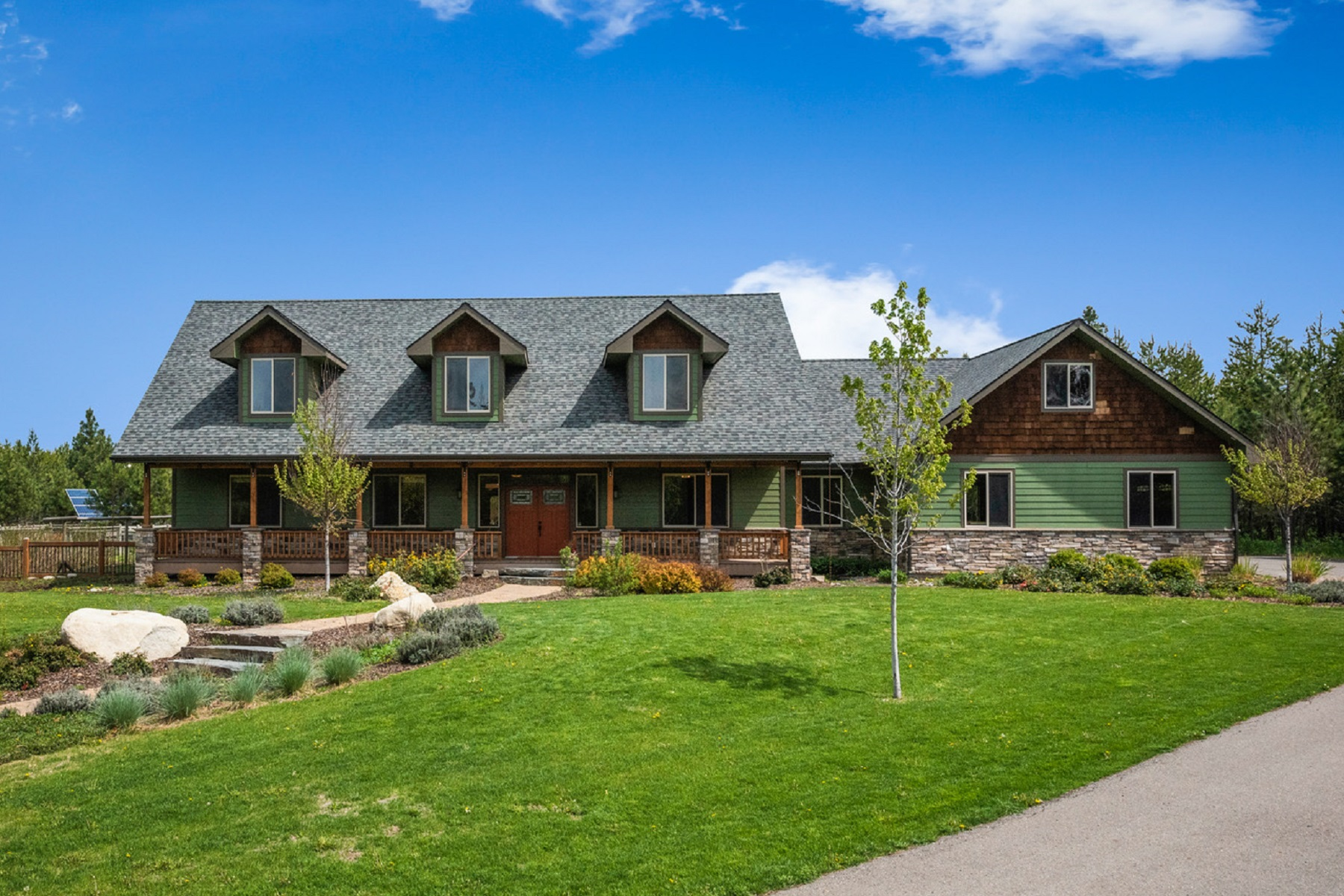 Single Family Home for Active at Amazing Property on 2135 W Chrisshan Ct. 2135 W Chrisshan Ct Rathdrum, Idaho 83858 United States