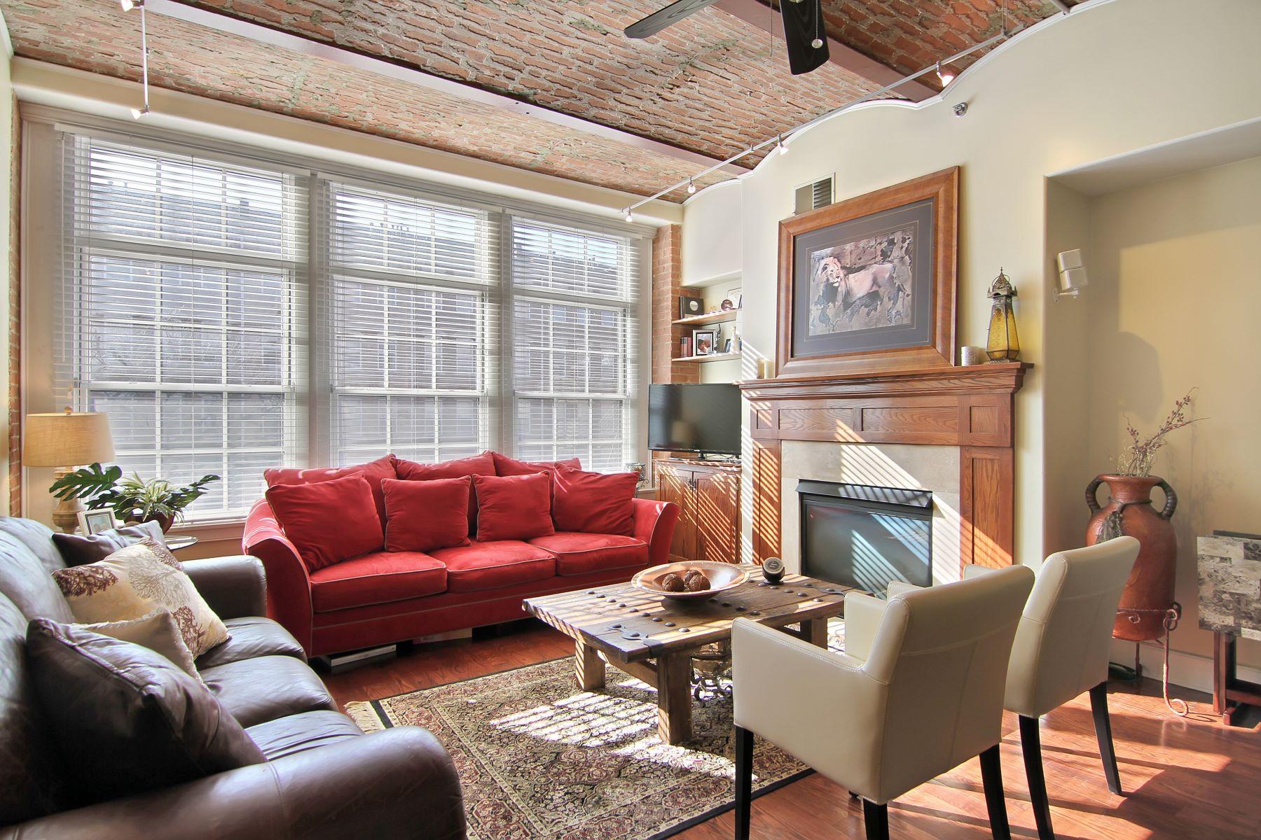 """Кондоминиум для того Аренда на """"Supreme Elegance @ Sugar House! Rich & Rare 2BR/2Bth w/ Parking"""" 174 Washington St. #2F #2F Jersey City, Нью-Джерси 07302 Соединенные Штаты"""