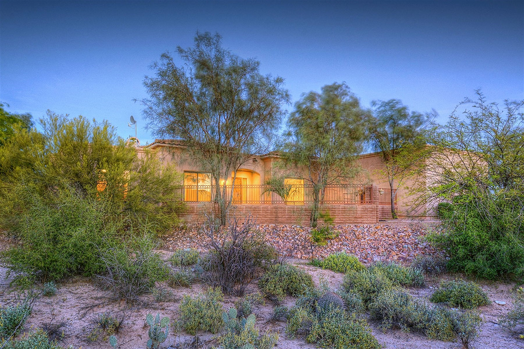 Single Family Home for Sale at Custom Built Retreat 5133 W Camino De Manana Tucson, Arizona, 85742 United States