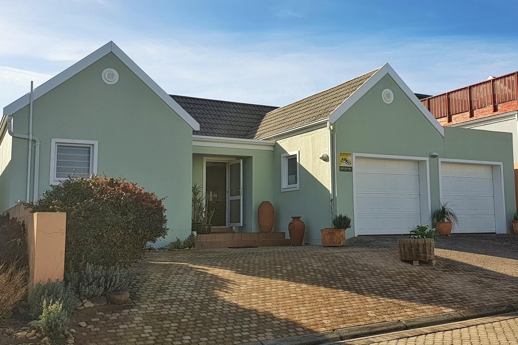 Single Family Homes por un Venta en 18 Zeegezight Close, Zeegezicht, Sedgefield, Garden route 18 Zeegesight Close Zeegezight Sedgefield, Provincia Occidental Del Cabo 6573 Sudáfrica