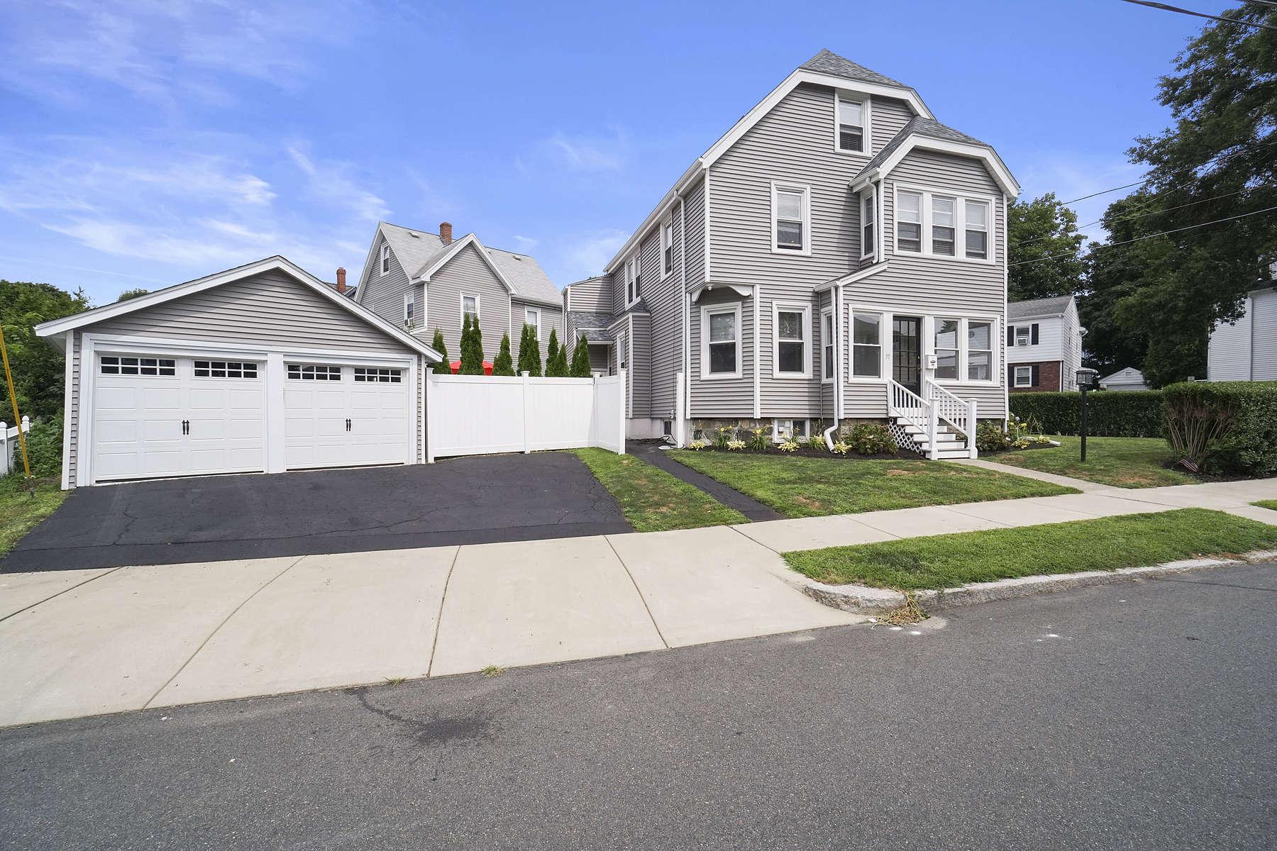 Multi-Family Homes pour l Vente à 37 Baxter Street 37 Baxter St Melrose, Massachusetts 02176 États-Unis