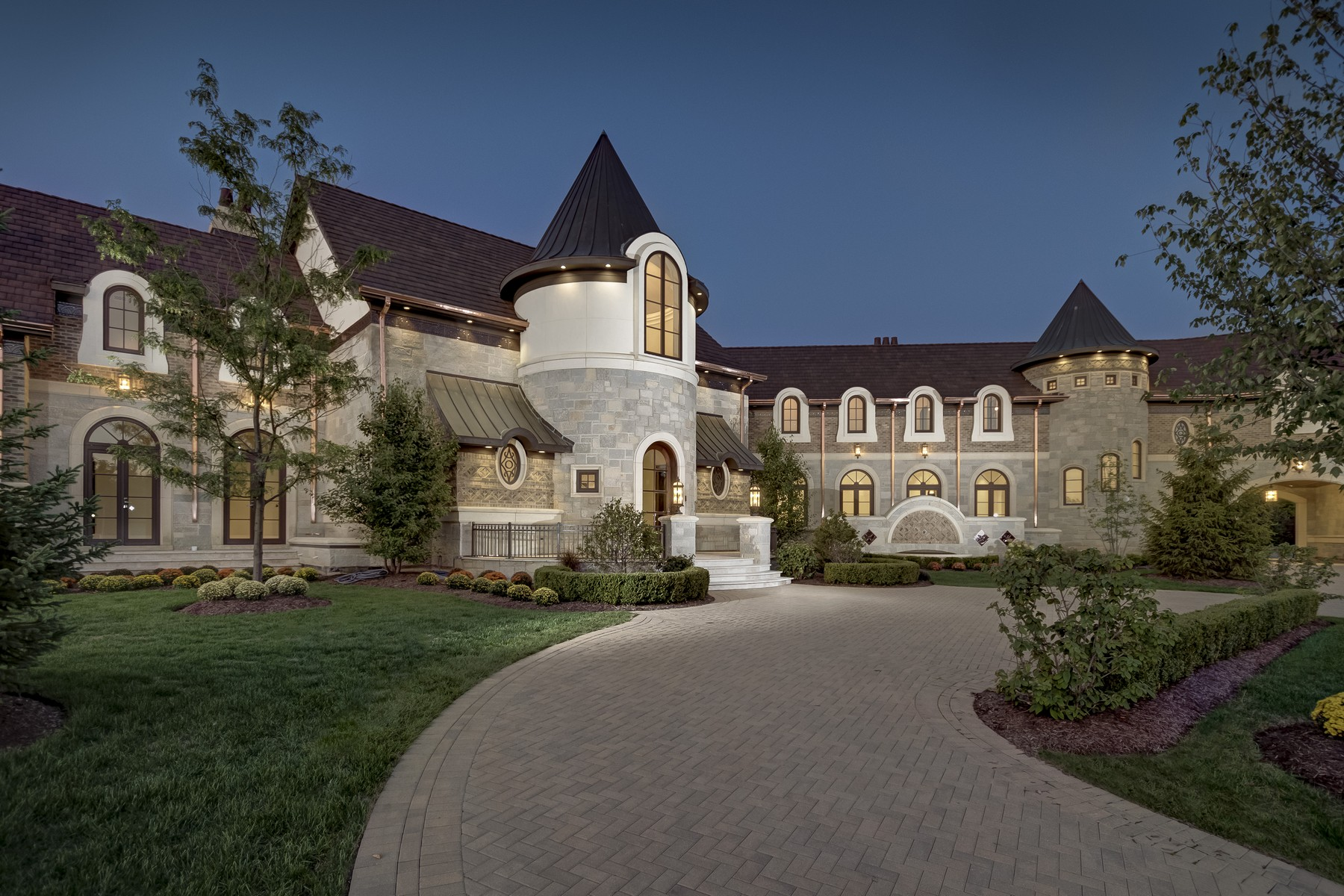Single Family Home for Sale at Sophisticated Retreat 8 Kaleigh Court South Barrington, Illinois 60010 United States