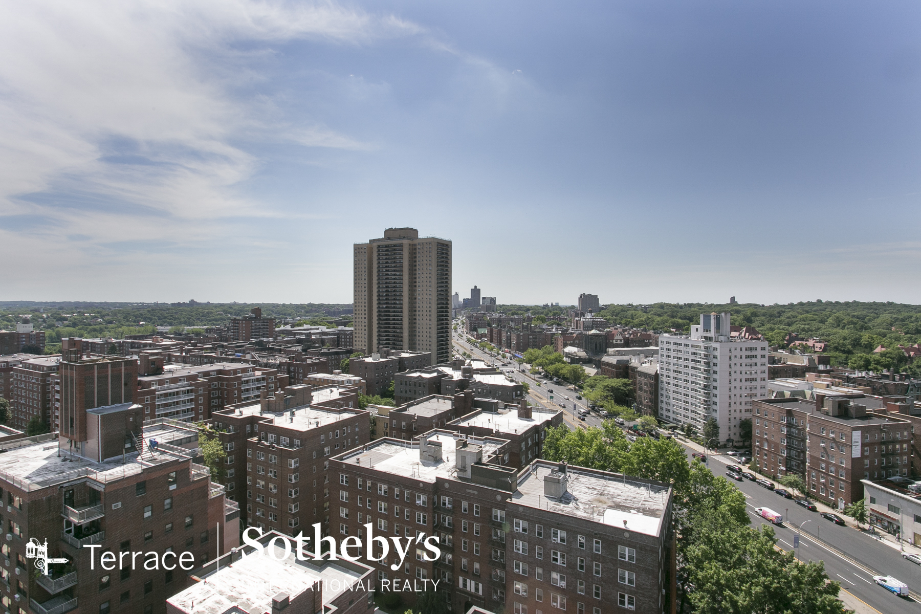 "Additional photo for property listing at ""PENTHOUSE WITH NYC SKYLINE VIEWS"" 108-20 71st Avenue, PH2A, Forest Hills, 紐約州 11375 美國"