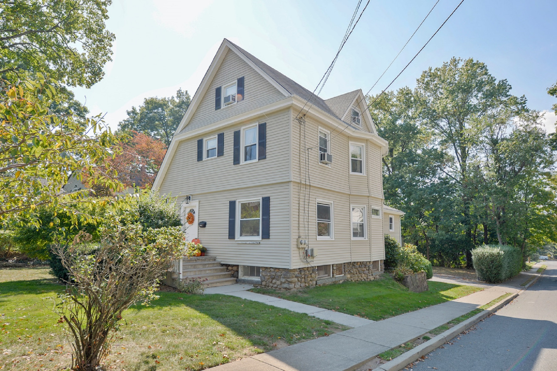 Property pour l à louer à Bright and Spacious 270 Highwood Avenue, Ridgewood, New Jersey 07450 États-Unis