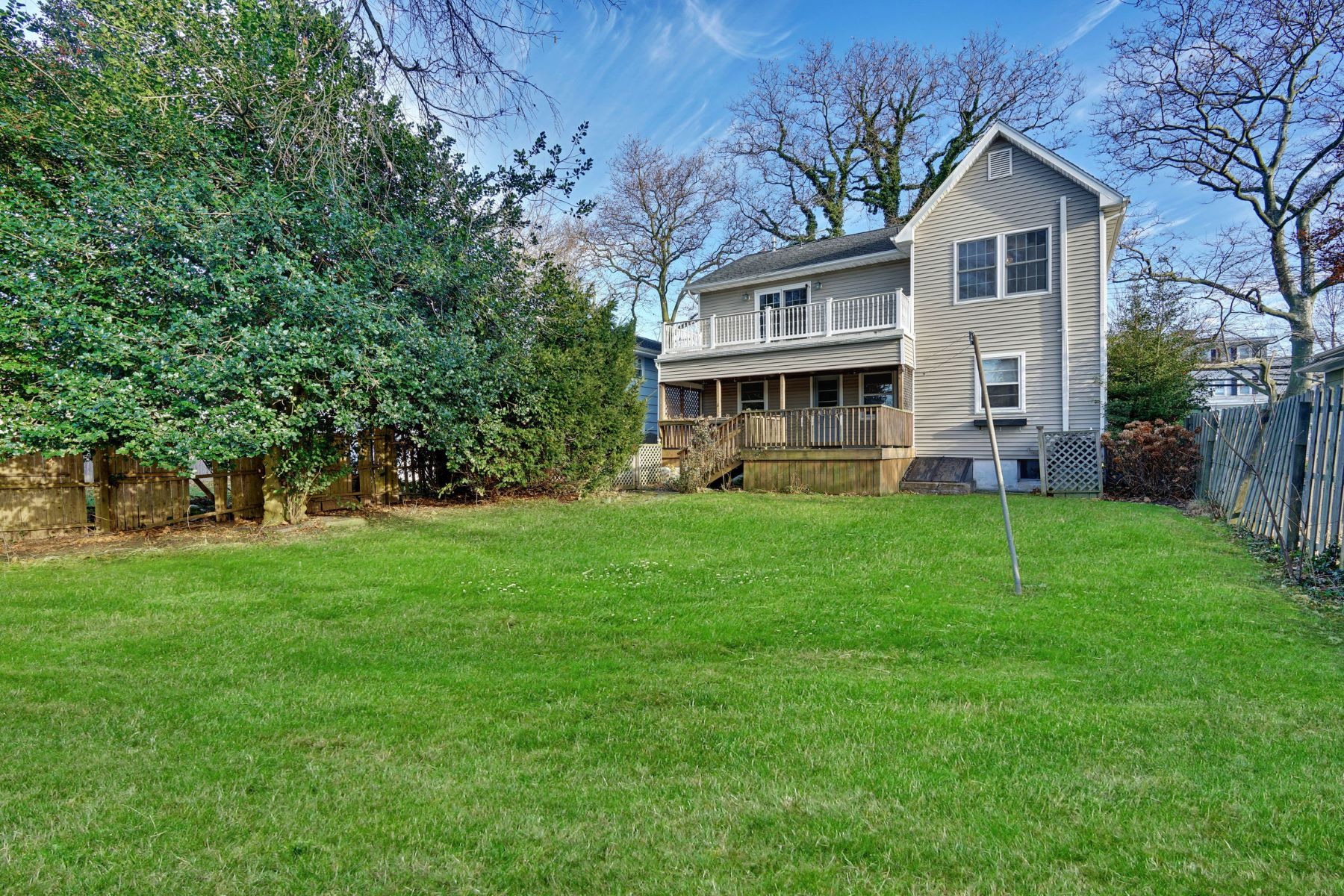 Additional photo for property listing at Centrally Located Between Beach and Town 405 E Main Street, Manasquan, New Jersey 08736 Vereinigte Staaten