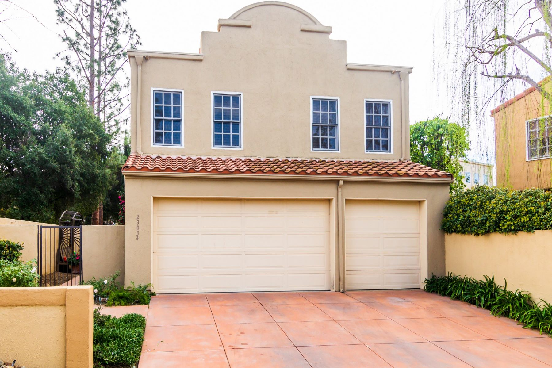 Single Family Homes 为 销售 在 23034 Park Este 其他地方, 加利福尼亚州 CALAB 美国