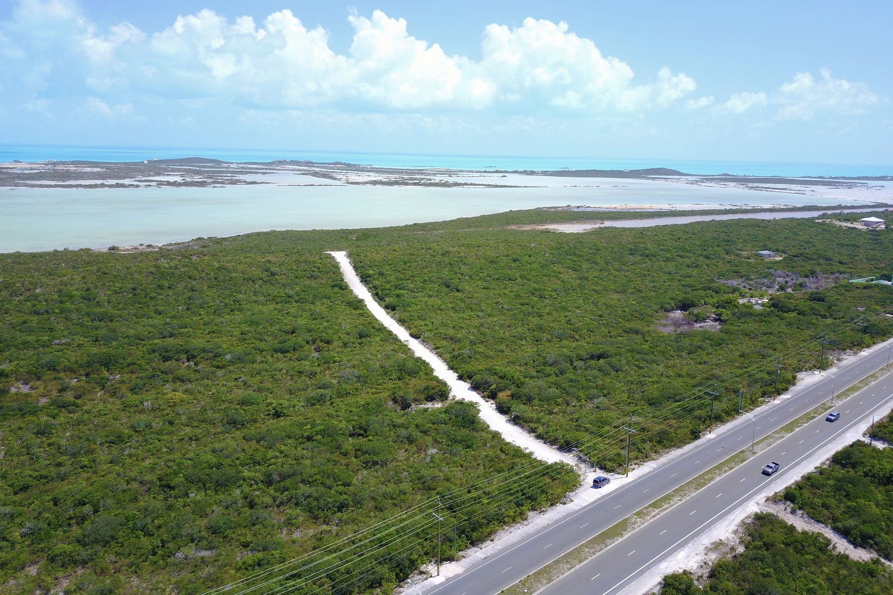 土地,用地 为 销售 在 Undeveloped Commercial Land Leeward Highway Oceanview The Bight, TKCA 1ZZ 特克斯和凯科斯群岛