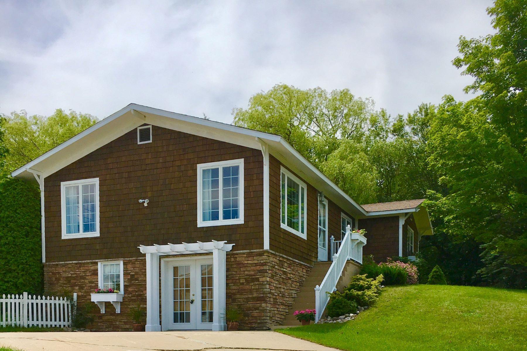 独户住宅 为 销售 在 1034 North Fletcher Road 佩托斯基, 密歇根州, 49770 美国