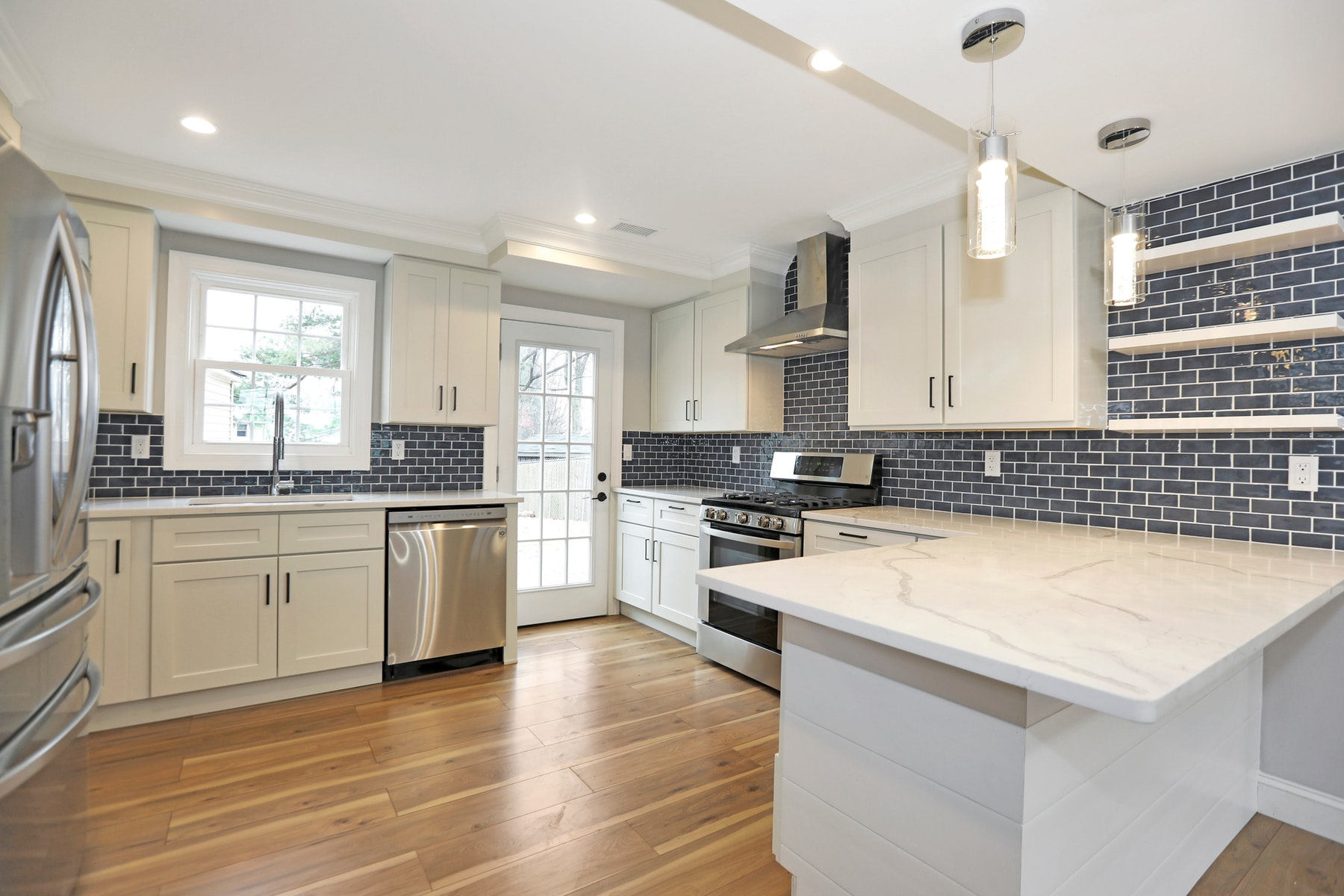 Single Family Homes vì Bán tại Fully Updated and Renovated Home 9 Charles Terrace, Waldwick, New Jersey 07453 Hoa Kỳ
