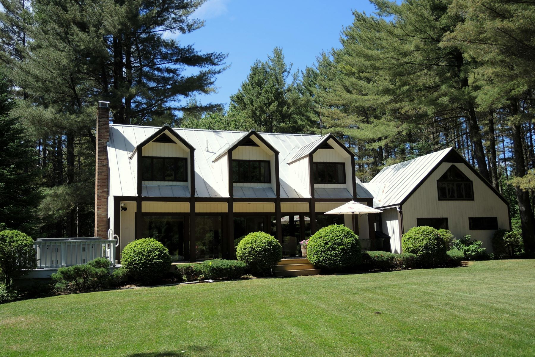 Single Family Home for Sale at Private, yet convenient mendon cape 113 Deer Run 7 Mendon, Vermont 05701 United States