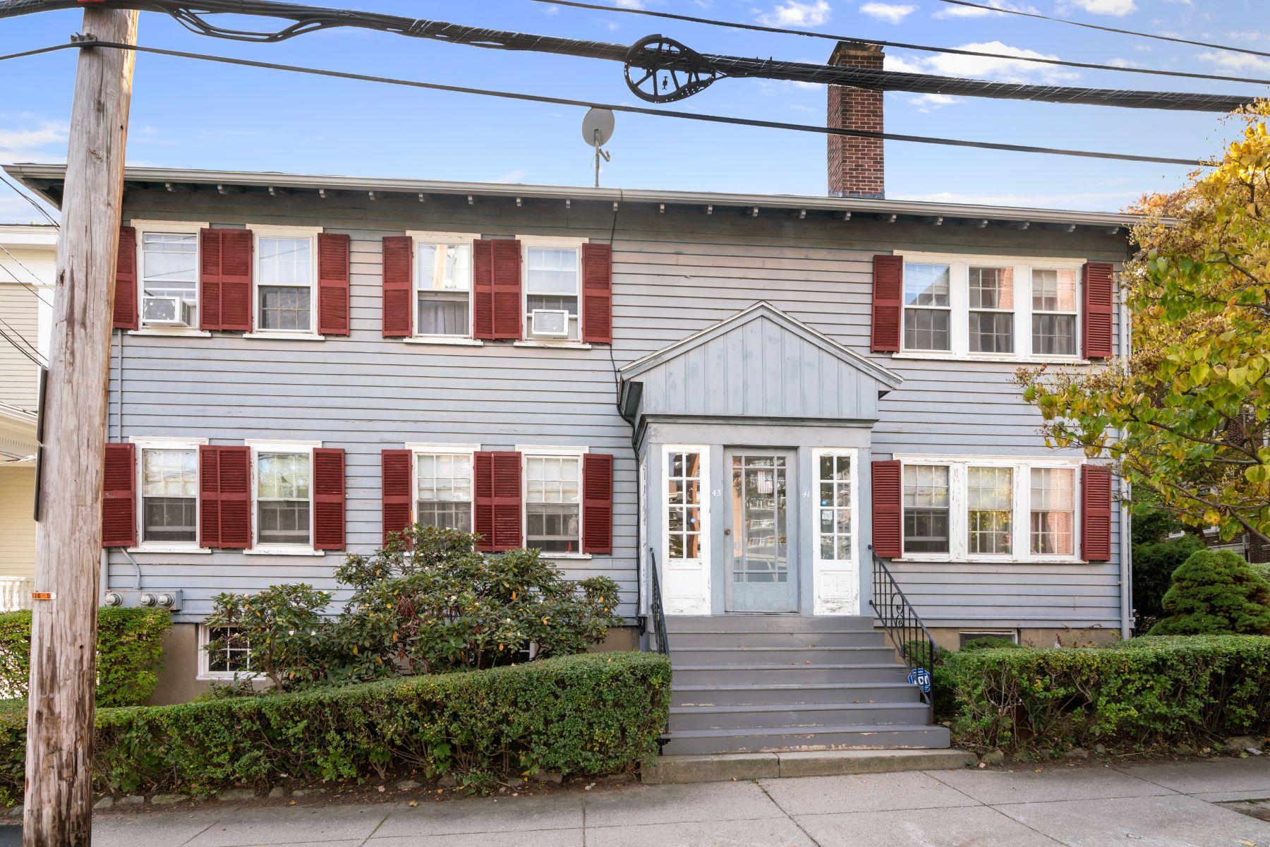 Multi-Family Homes 为 销售 在 41 Stearns Rd 41-43 Stearns Rd 布鲁克莱恩, 马萨诸塞州 02446 美国
